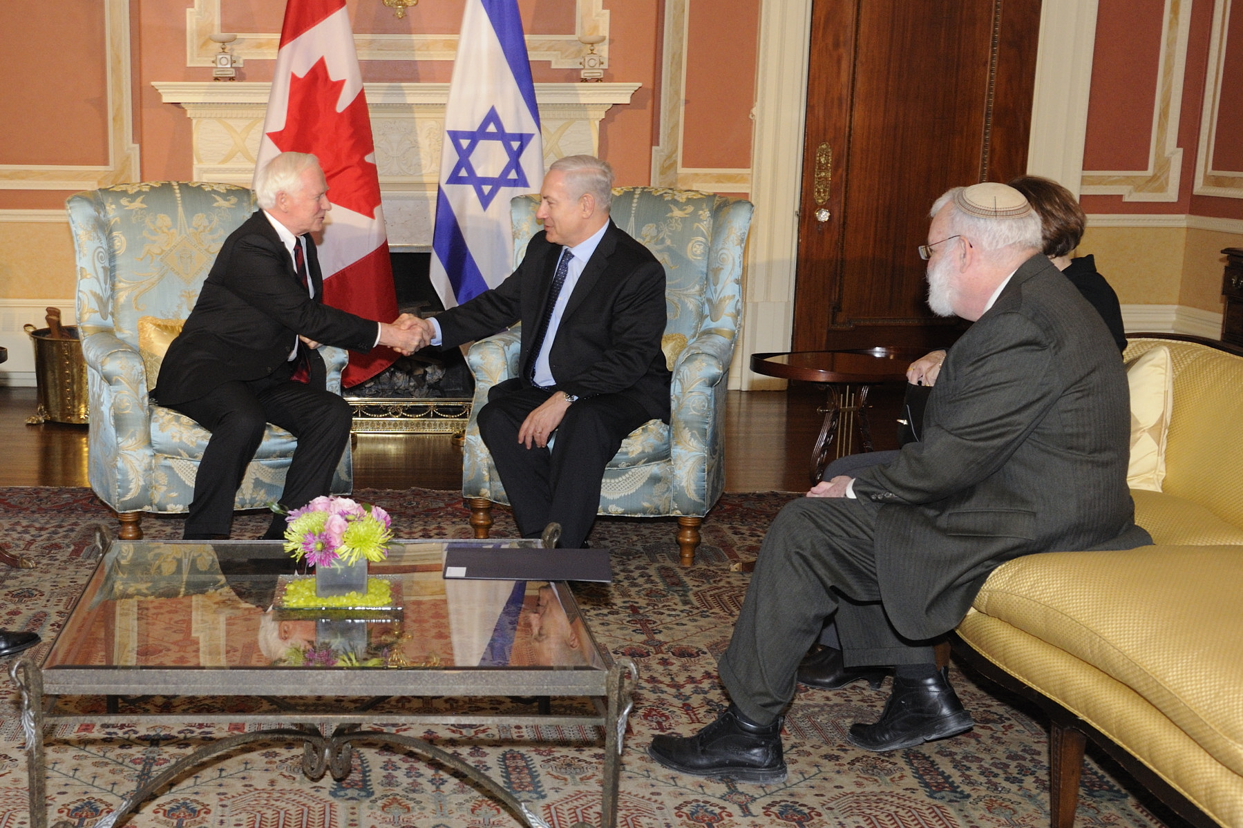 The Governor General and the Prime Minister of Israel spoke for a few minutes. Mr. Ron Dermer, Senior Advisor to the Prime Minister (far right), was also attending the meeting.