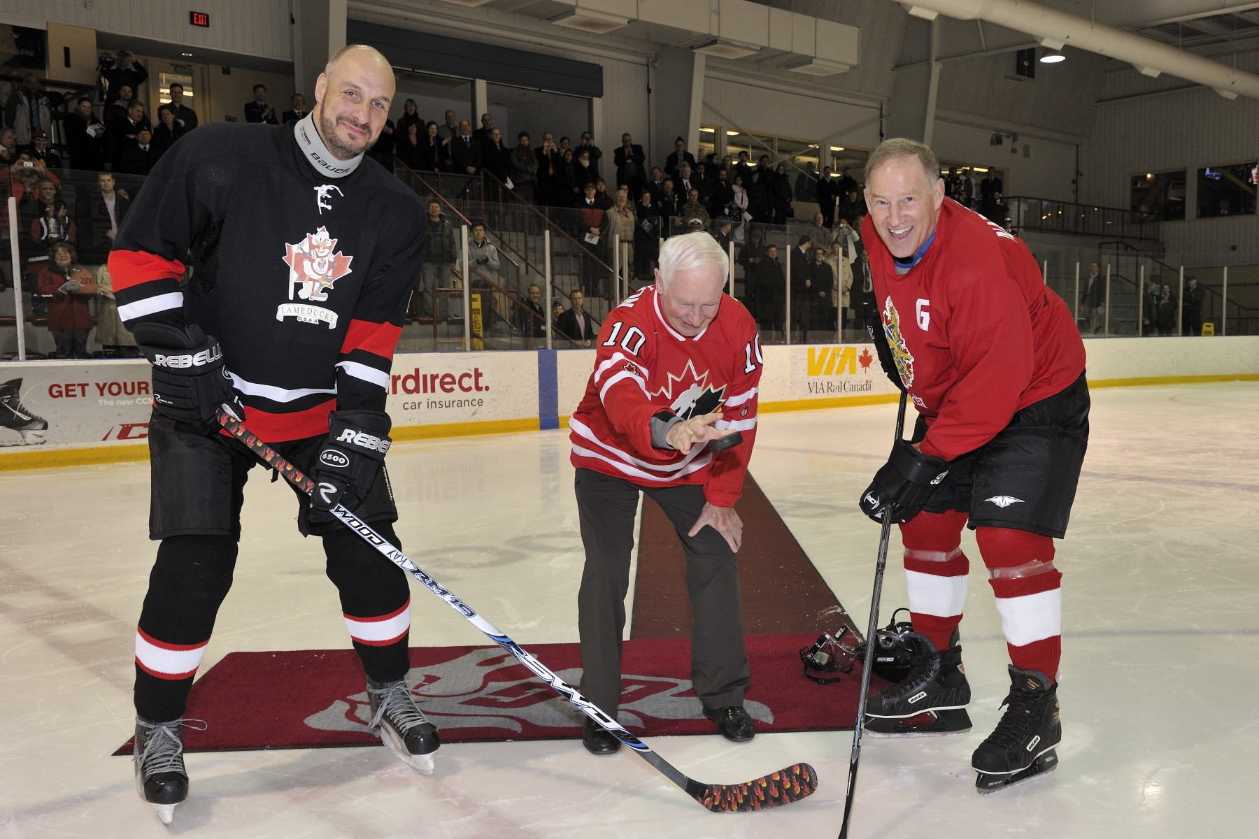 His Excellency dropped the puck in a friendly hockey game in support of the Military Families Fund.