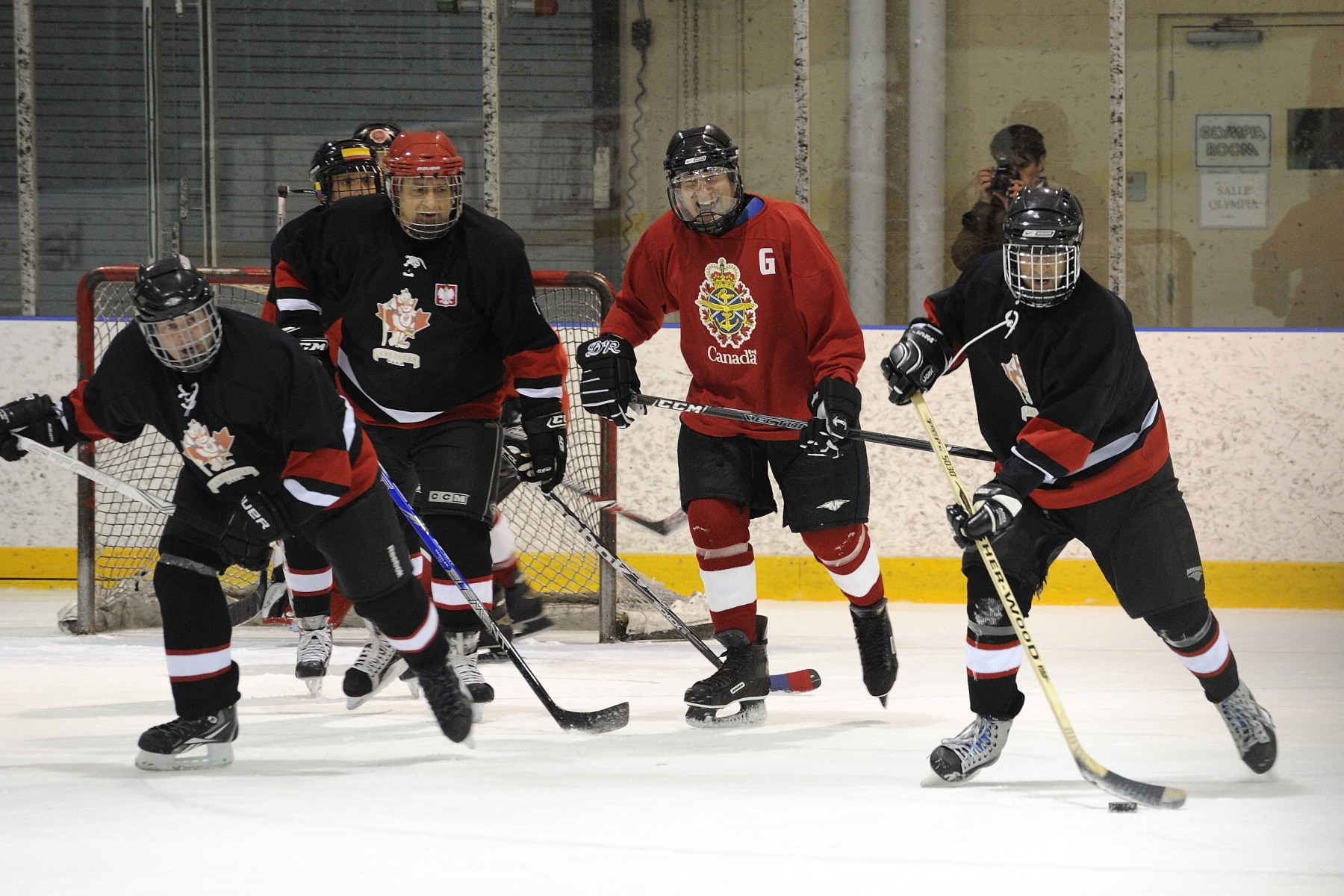 The game brought together General Officers and Flag Officers of the Canadian Forces as well as foreign military attachés of the Ottawa Service Attachés Association in support of the Military Families Fund.