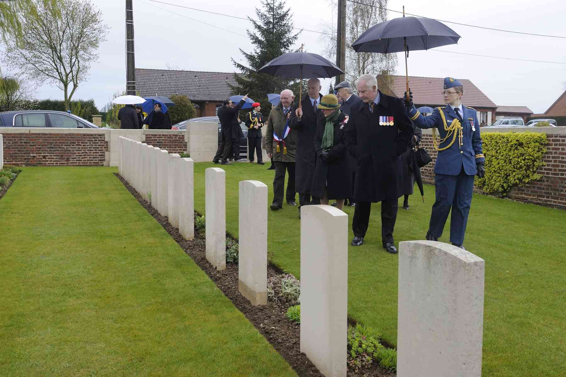 Their Excellencies visited the Bois-Carre British Cemetery, in Thélus.