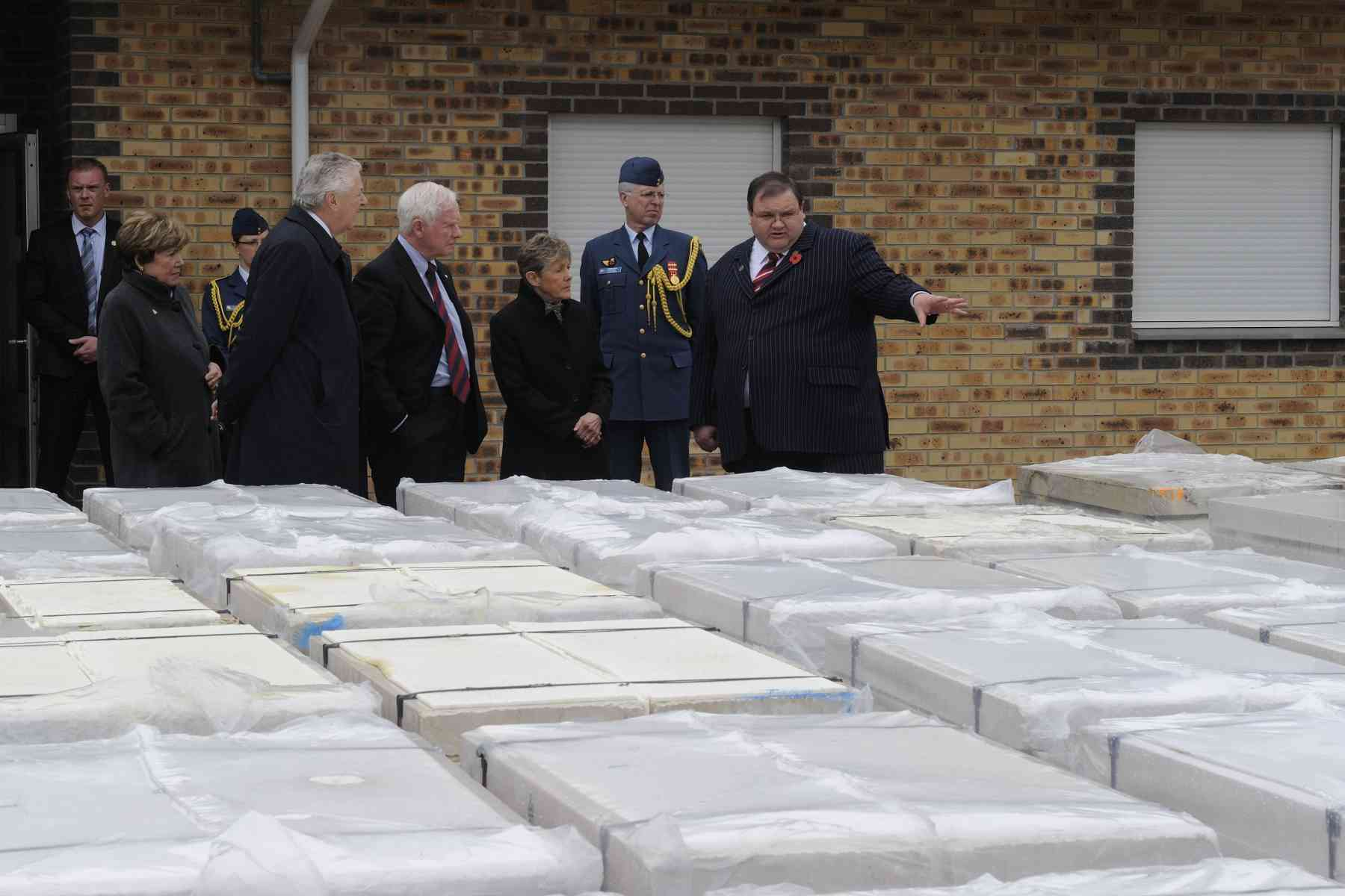 In the afternoon, Their Excellencies visited the Commonwealth War Graves Commission, the organization that maintains gravesites in France. Mr. Pierre Ansart gave Their Excellencies a guided tour of the premises.