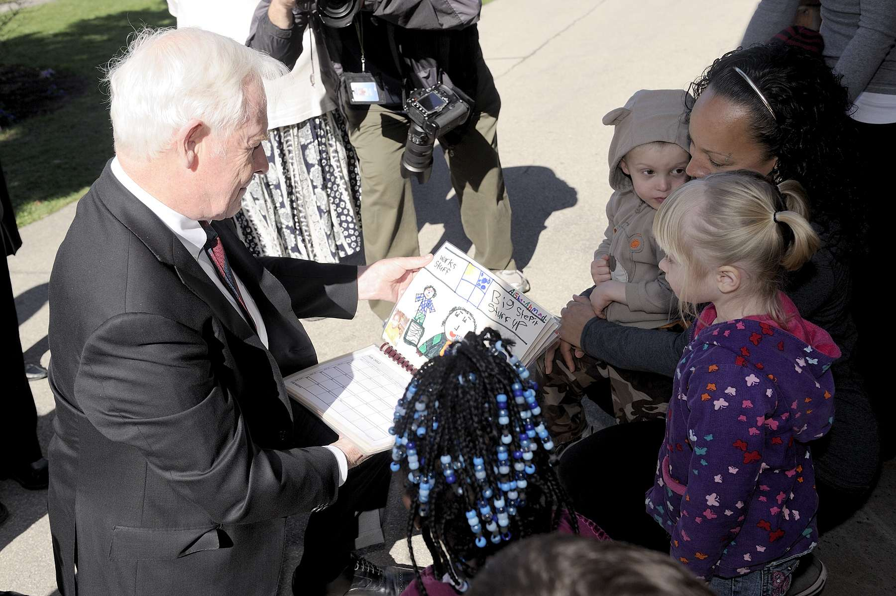 The Governor General went to Hamilton, in Ontario, during the 2012 National Volunteer Week.
