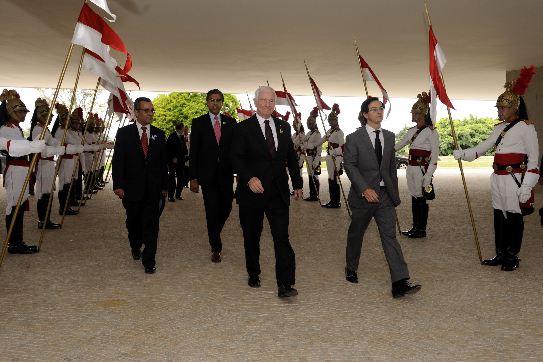 The Governor General arrives at Planalto Palace to meet with the President. He was accompanied by selected members of the Canadian delegation.