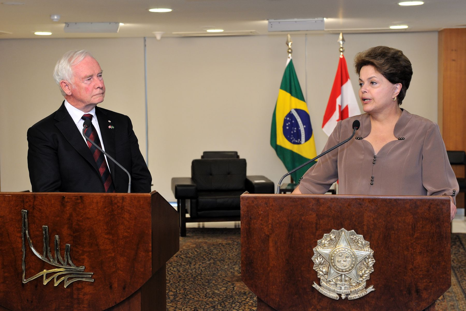 Following their meeting, the Governor General and Her Excellency Dilma Vana Rousseff, President of the Federative Republic of Brazil, spoke to the media.