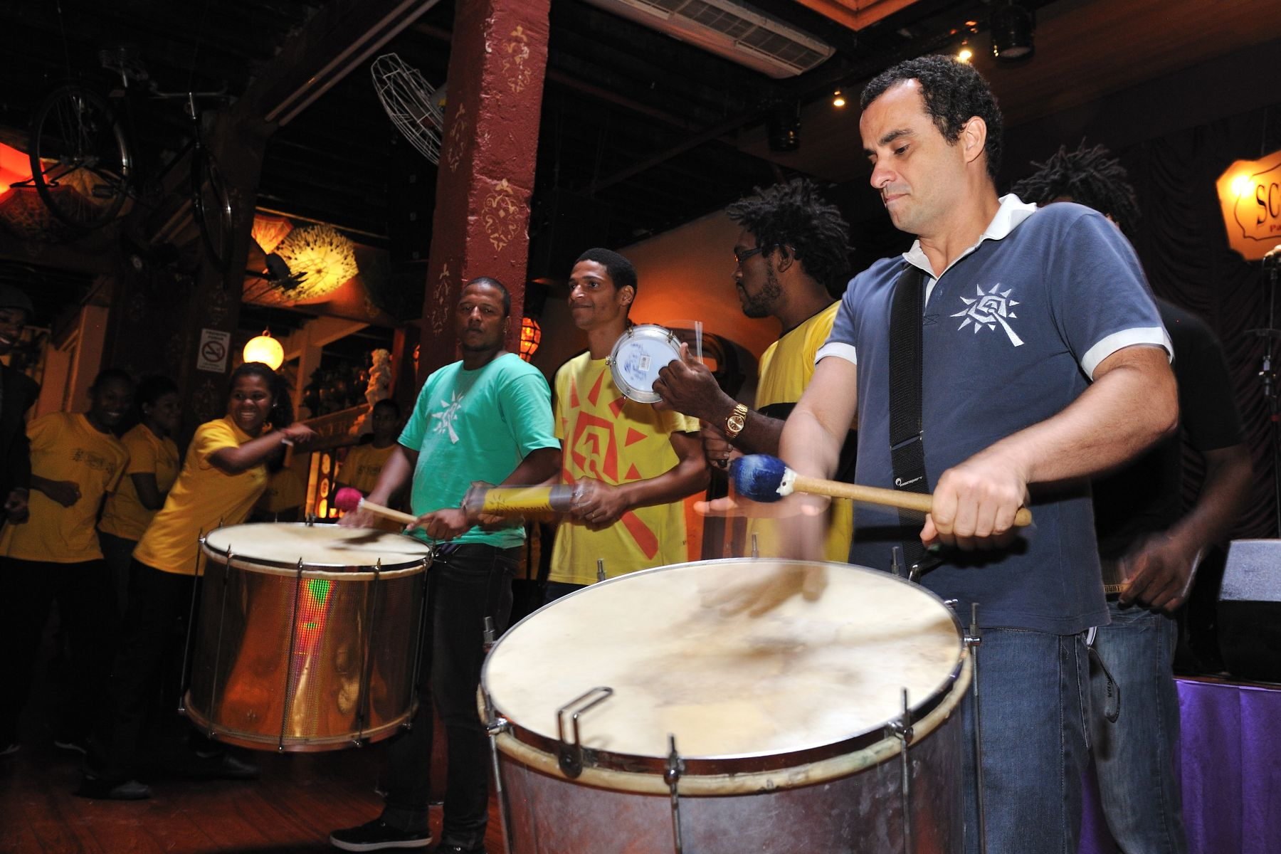 They performed samba music demonstrations and discussed Brazilian rhythms and the different instruments that are played in a samba school and in bloco de carnaval (carnival street band).