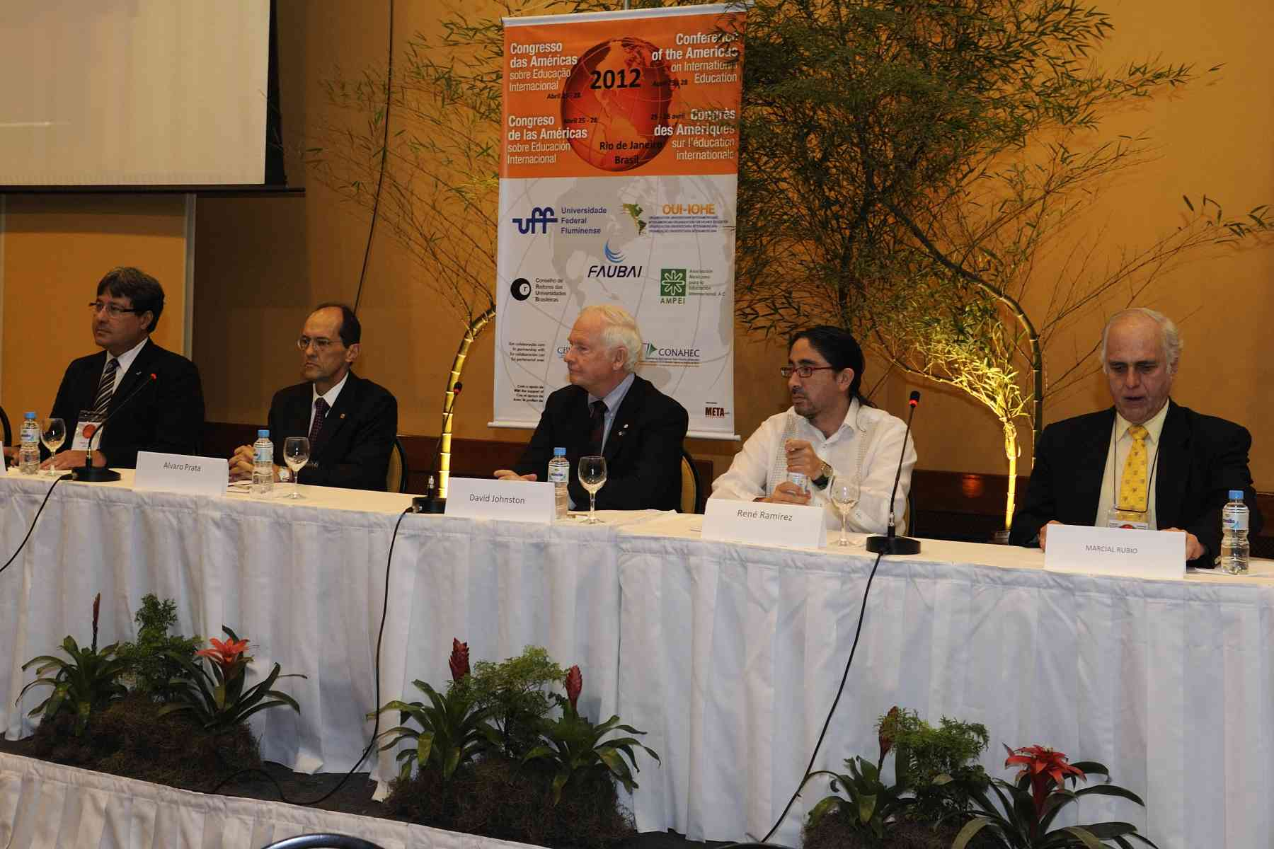 The CAIE aims to promote an inter-American exchange space for leaders of higher education institutions, namely to discuss priority issues concerning the internationalization of higher education, as well as its quality management.