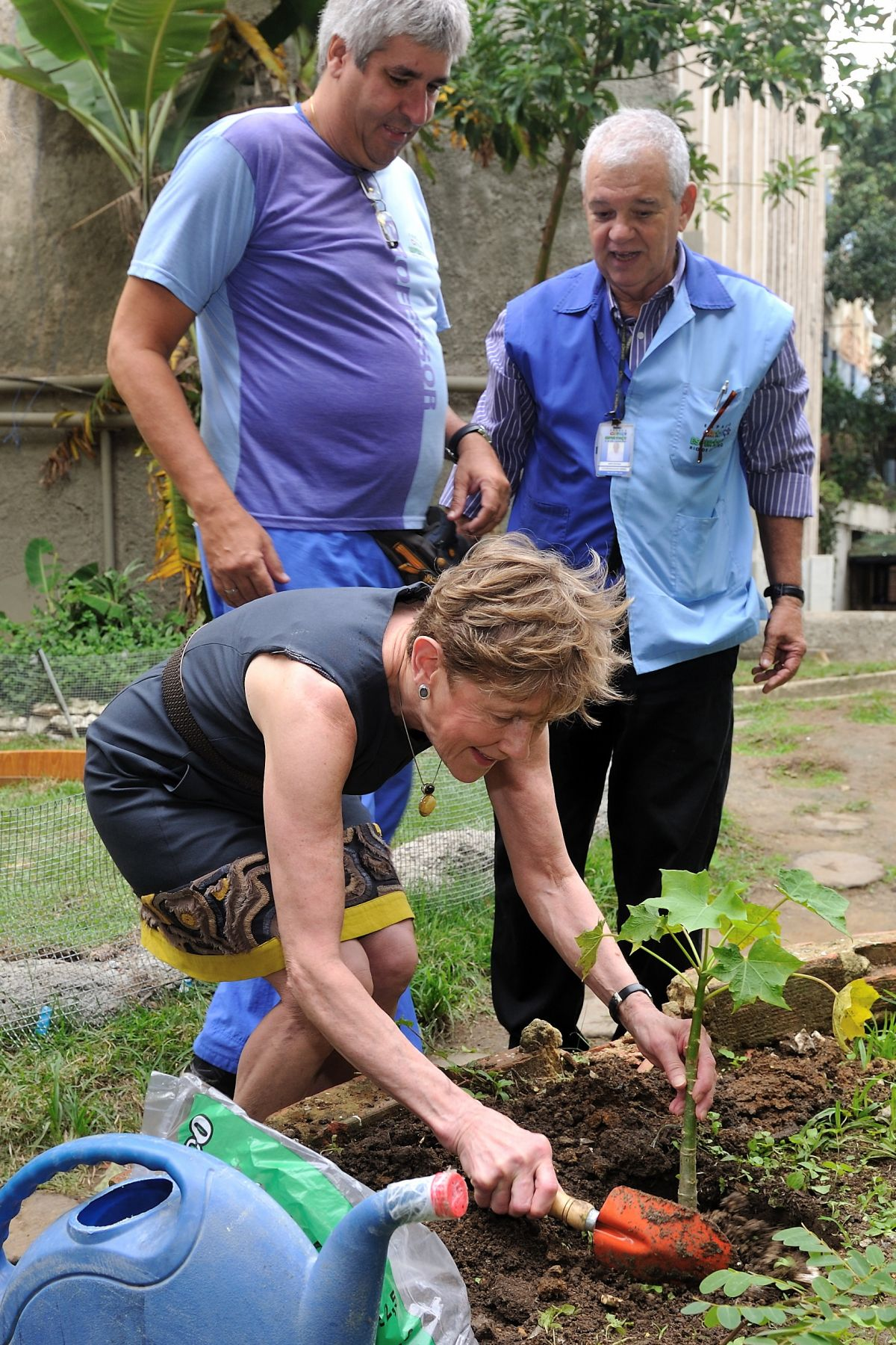 "Her Excellency visited the Espaço Criança Esperença, a UNESCO-supported charitable organization located in the communities of Cantagalo-Pavão-Pavãozinhom (three favelas located in Copacabana and Ipanema). She planted a tree in the ""green"" zone."
