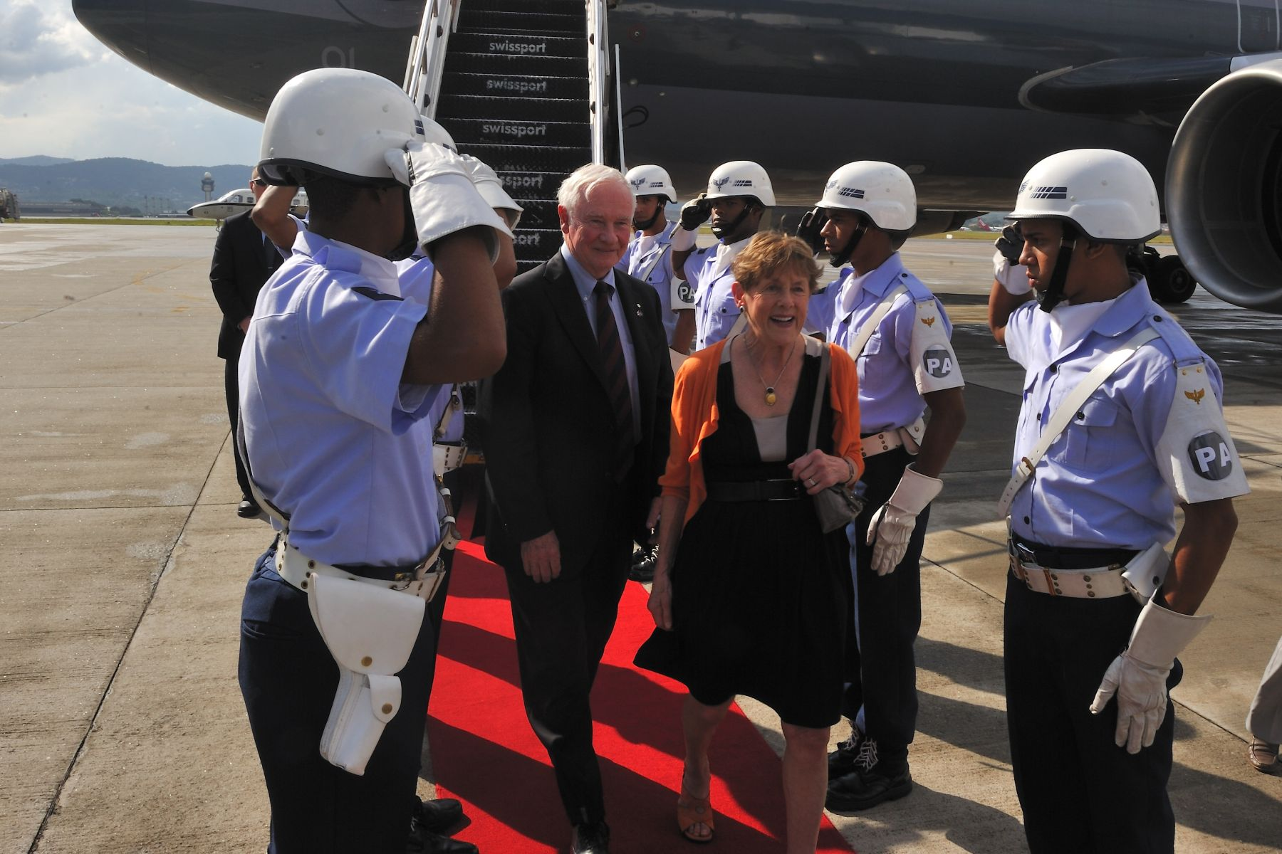 Upon their arrival in São Paulo, Their Excellencies were welcomed by government officials.