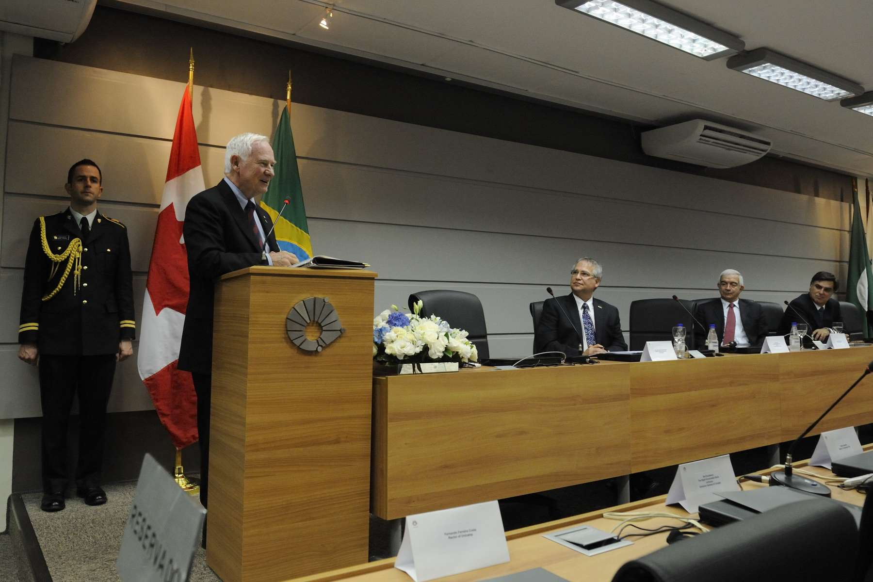 "The Governor General addressed Canadian university presidents and university officials from the State of São Paulo on ""Transferring University Research to the Private Sector to Create Innovative Communities."""