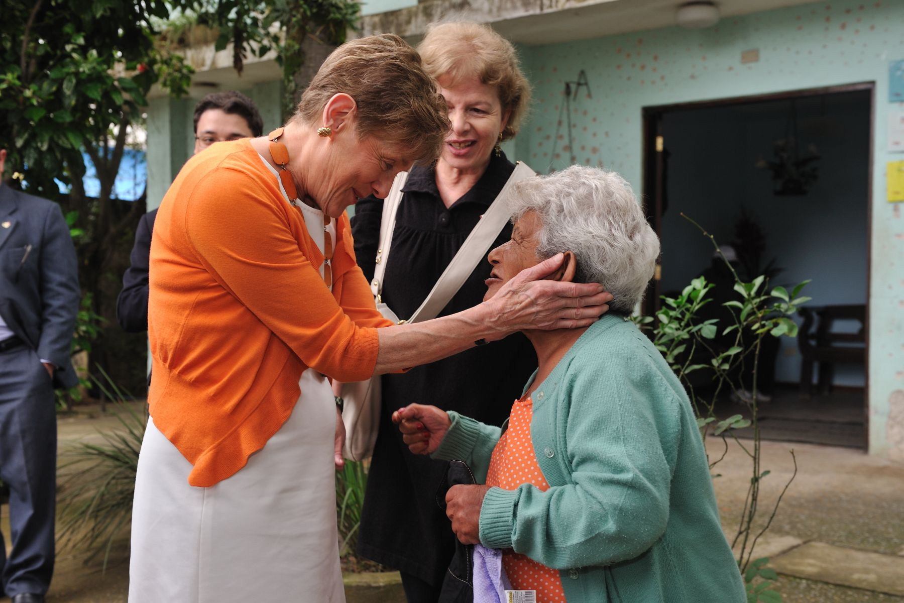 Her Excellency, joined by Sister Natalina and members of the Canadian International Society, visited Casa Madre Teodora dos Idosos (House for the Elderly), which was founded in 1989.