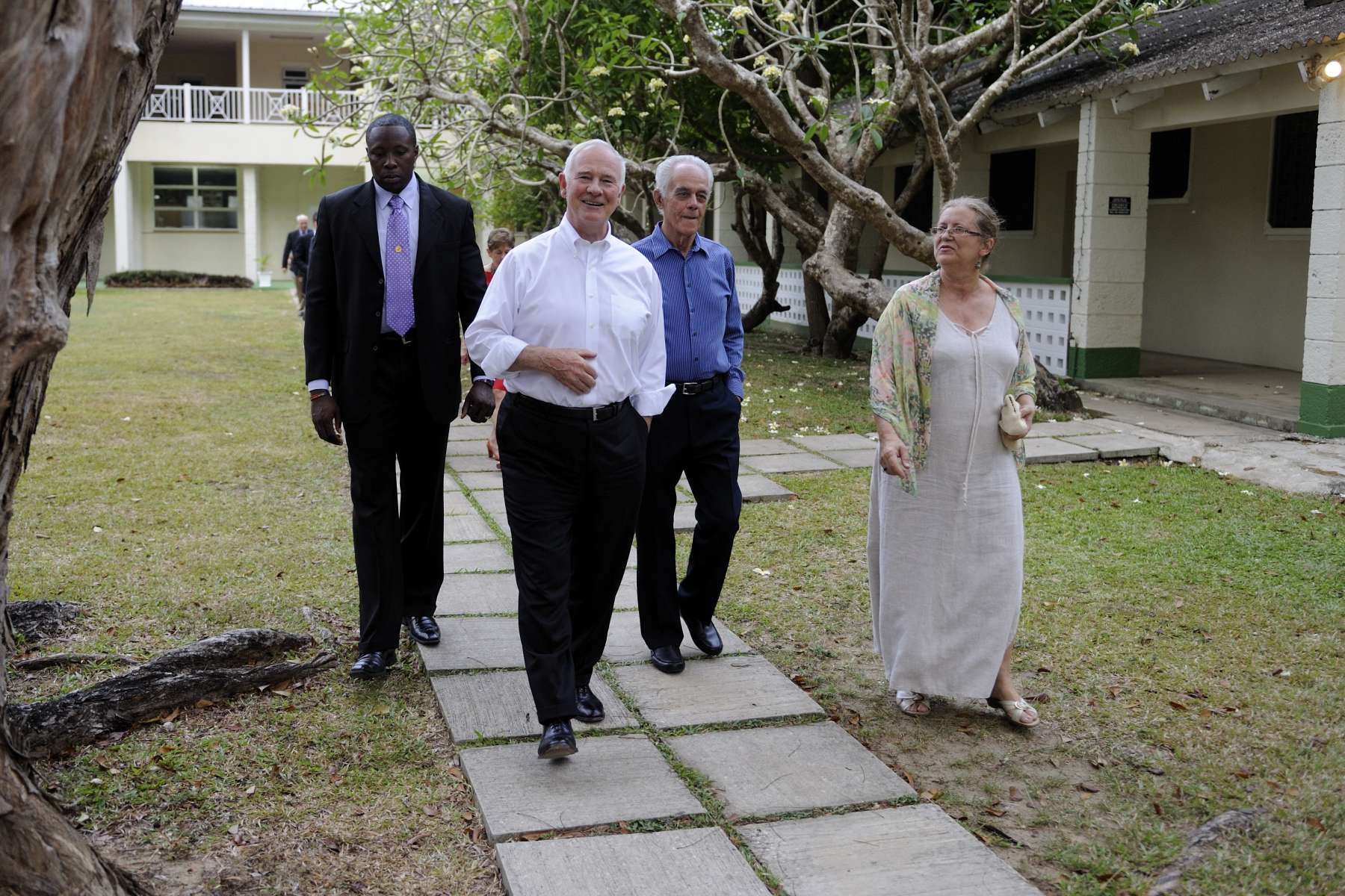 Their Excellencies and the Canadian delegation toured the Bellairs Research Institute, a teaching and research facility connected to McGill University. The Governor General is seen here accompanied by Frank McConney, Chairman of the Board of the institute, and Ms. Susan Mahon, Director of Bellairs Research Institute of McGill University.