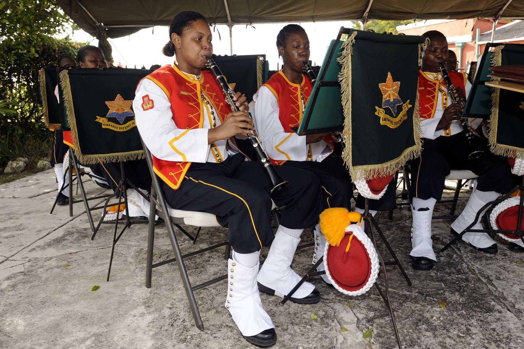 Their Excellencies and the Canadian delegation visited the Historic Garrison, a UNESCO World Heritage Site, and met with members of the Barbados Defence Force, as well as with government and private sector officials.