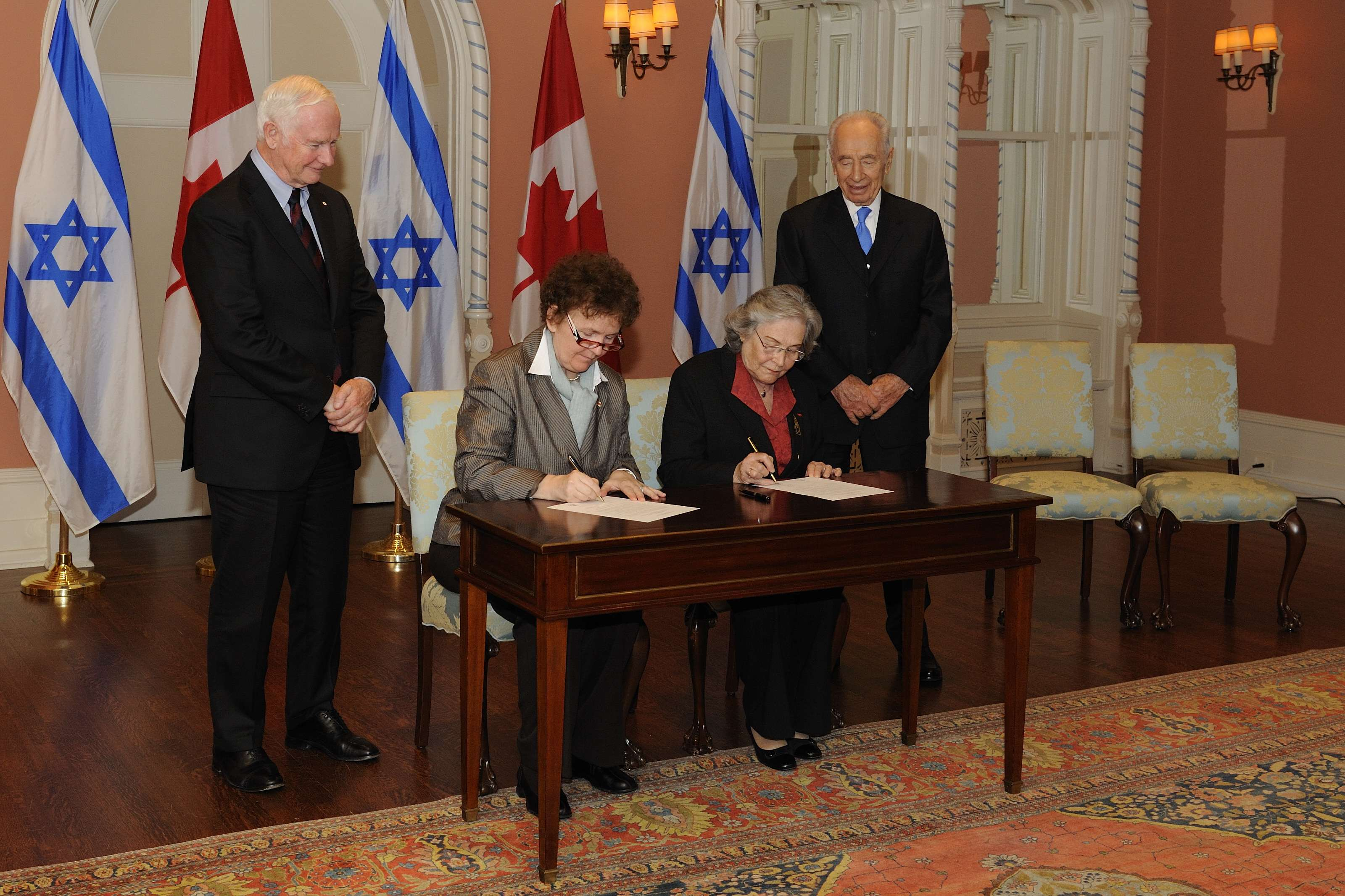 The Governor General and the President witnessed the signature of a Memorandum of Understanding between the Royal Society of Canada and the Israel Academy of Sciences and Humanities.