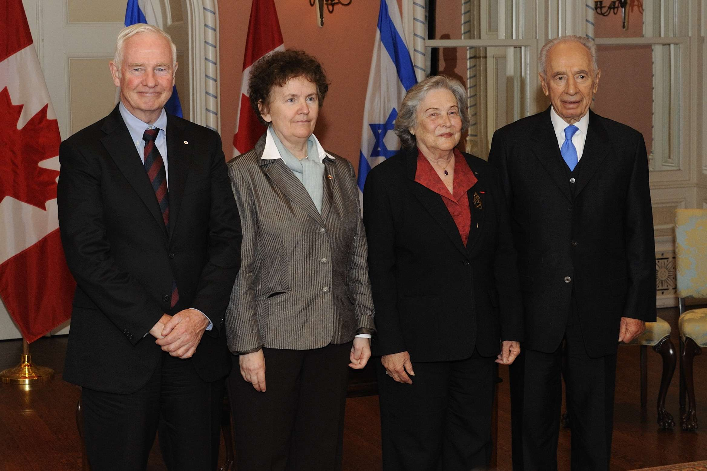 The signatories were Ms. Yolande Grisé, President of the Royal Society of Ottawa (next to the Governor General), and Professor Ruth Arnon, President of the Israel Academy of Sciences and Humanities (next to President Peres).