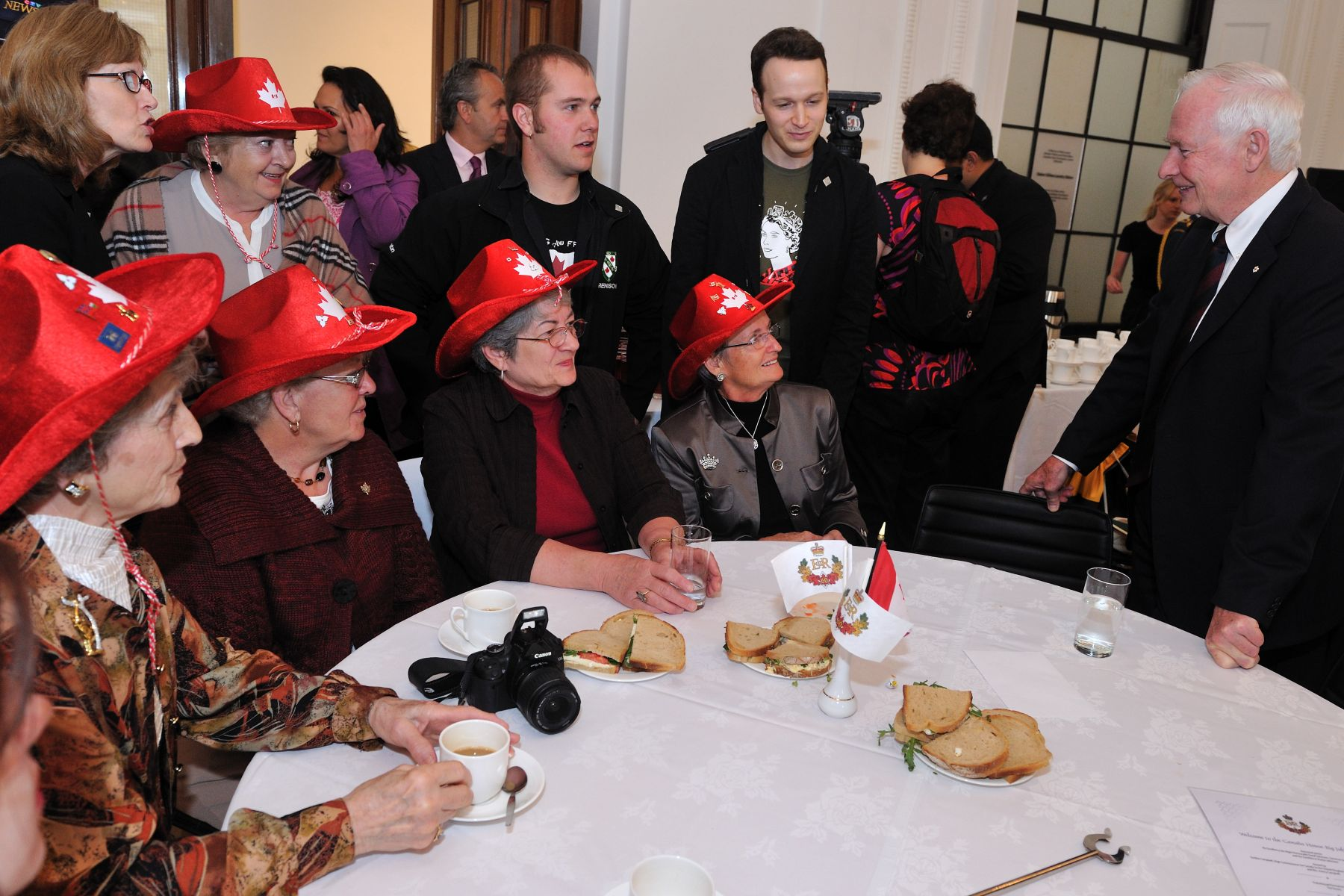 The luncheon took place at Canada House. His Excellency had the chance to mingle with members of the Canadian community of London who attended the event. The ladies here are sisters from Toronto.