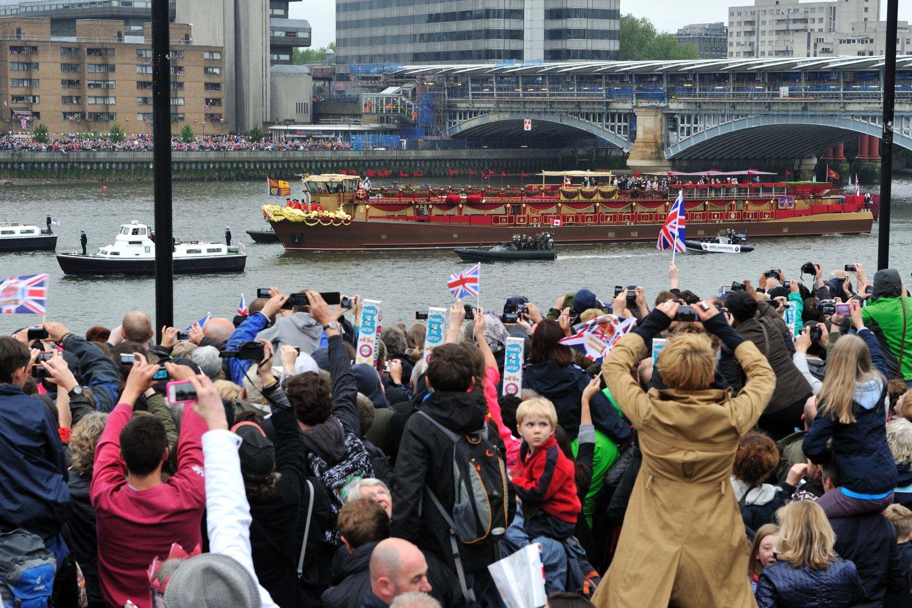 The Queen and The Duke of Edinburgh traveled in the Royal Barge (in red), which formed the centrepiece of the flotilla. Their Excellencies embarked on a Royal Squadron vessel.
