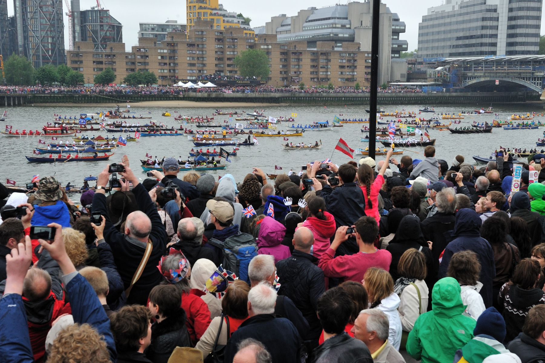 The Thames Diamond Jubilee Pageant comprised up to 1 000 boats from across the United Kingdom, the Commonwealth and around the world.