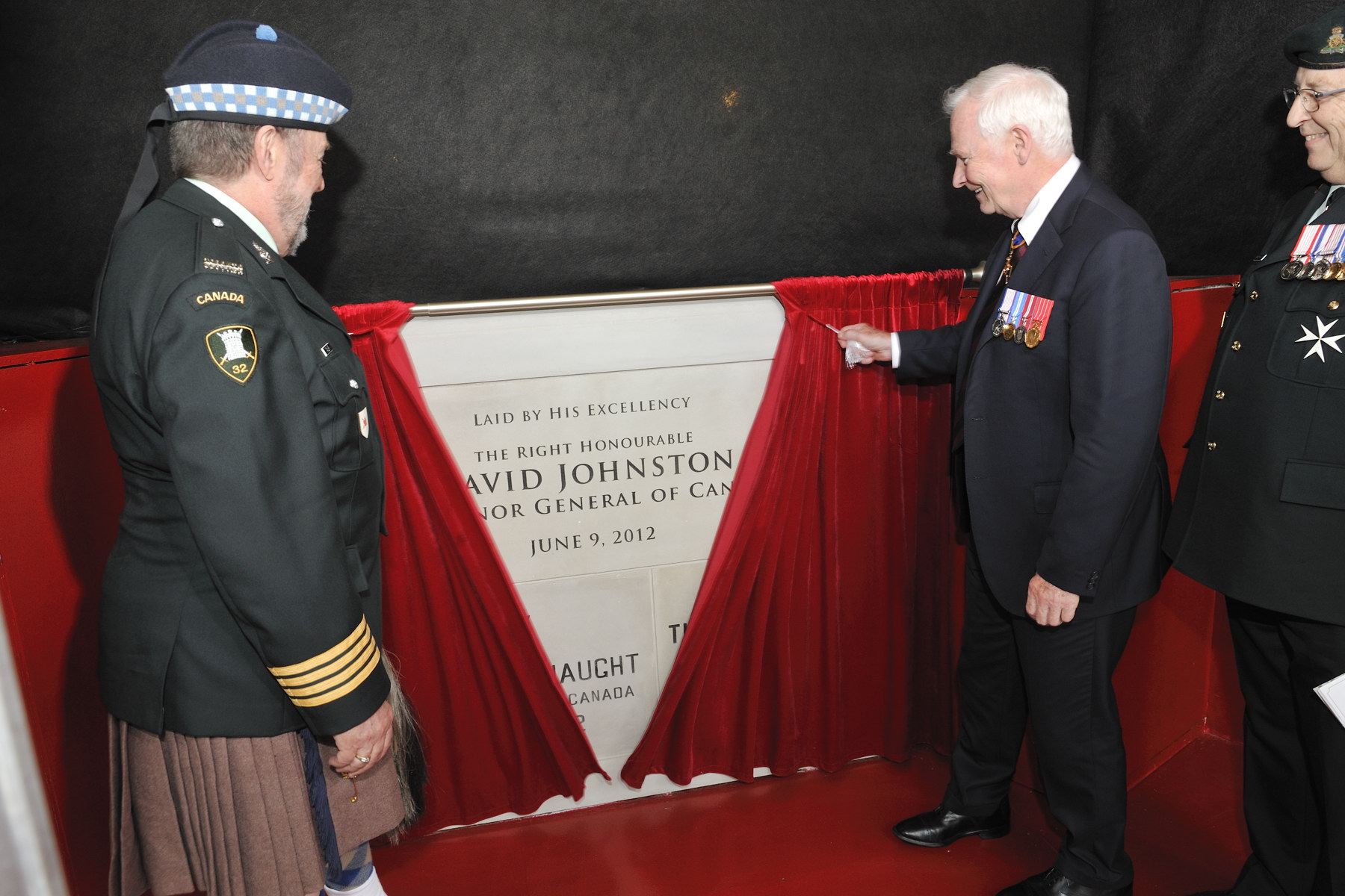 His Excellency then unveiled the cornerstone of RCMI's new site, which is scheduled to open in 2013.