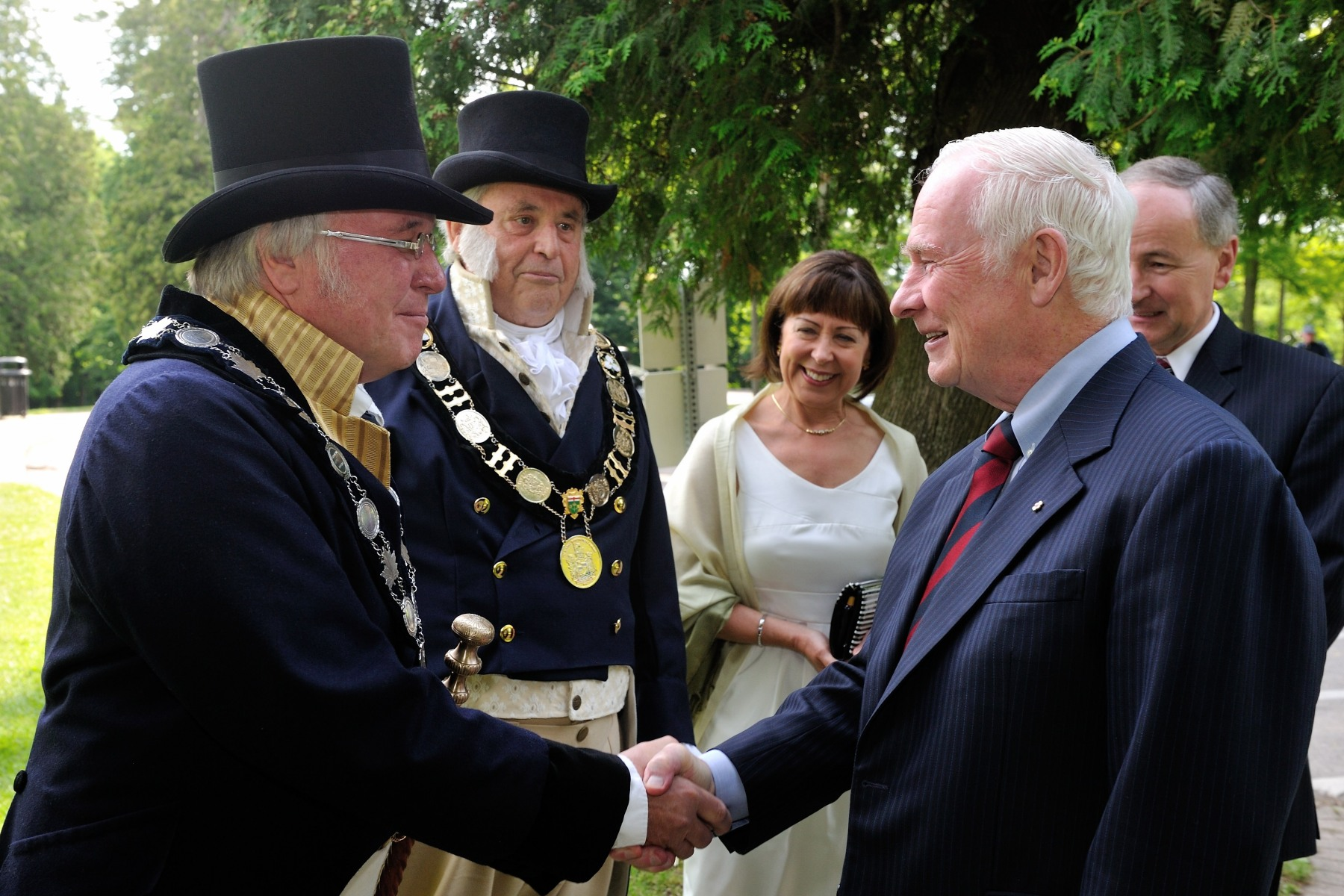 His Excellency the Right Honourable David Johnston, Governor General and Commander-in-Chief of Canada, attended events commemorating the bicentennial of the declaration of the War of 1812, in Niagara-on-the-Lake, Ontario, on Saturday, June 16,2012.Upon his arrival on the historic battlefield of Queenston Heights, the Governor General was welcomed by His Worship Dave Eke, Lord Mayor of Niagara-on-the-Lake.