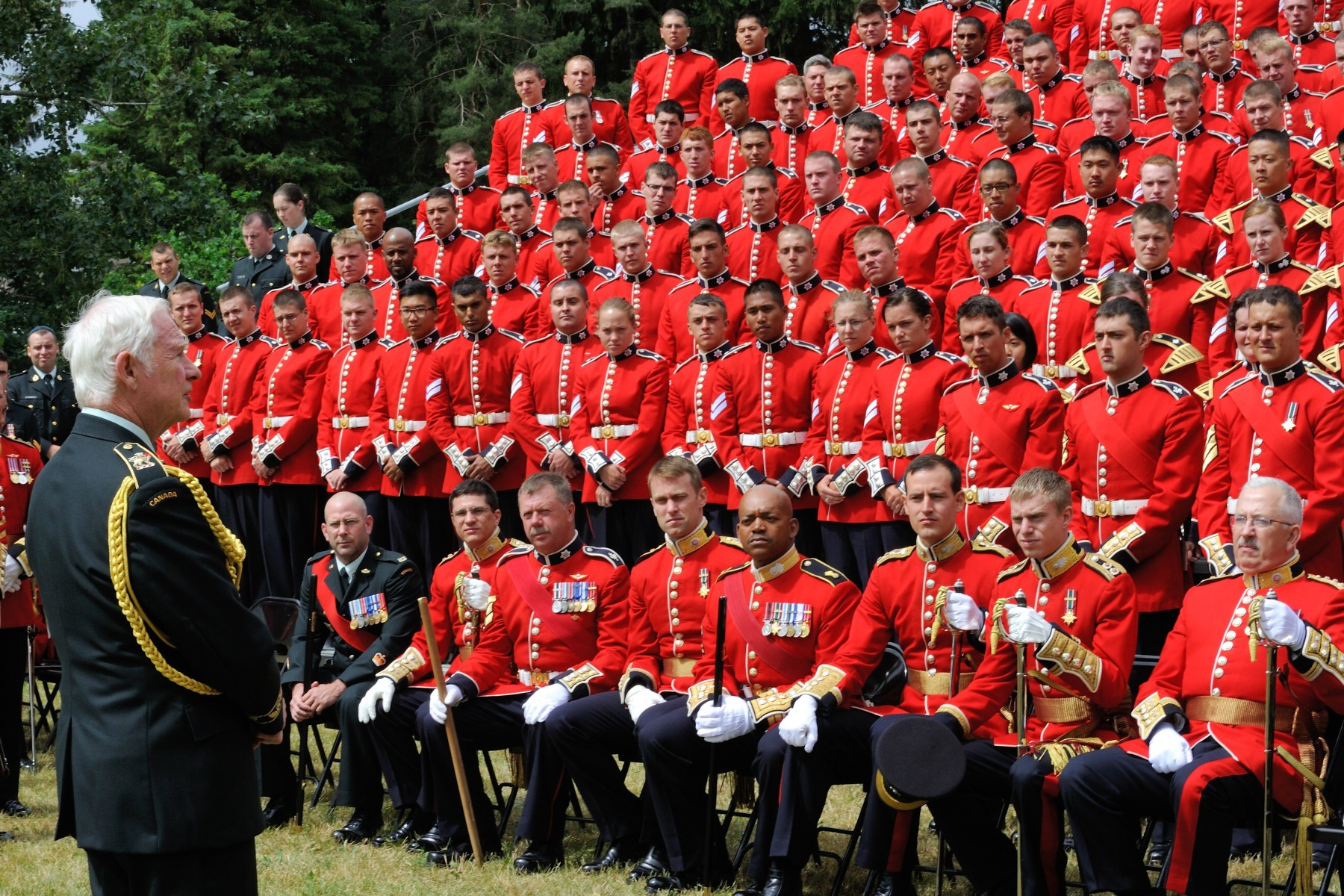 Following the event, His Excellency spoke to the women and men of the Ceremonial Guard.