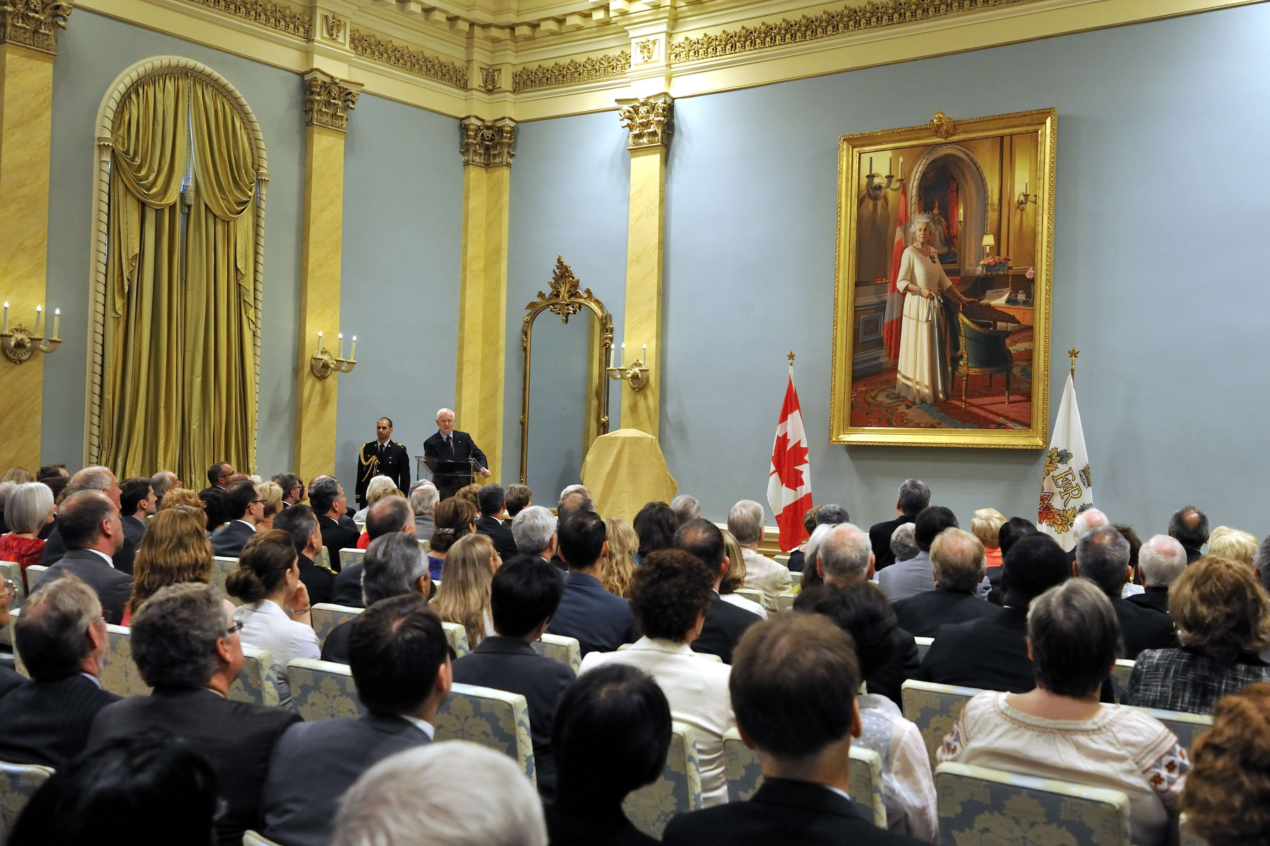 Their Excellencies hosted an event in celebration of the Diamond Jubilee of Her Majesty Queen Elizabeth II, at Rideau Hall. It was the occasion to highlight the installation of the new painting of Her Majesty in the Ballroom.
