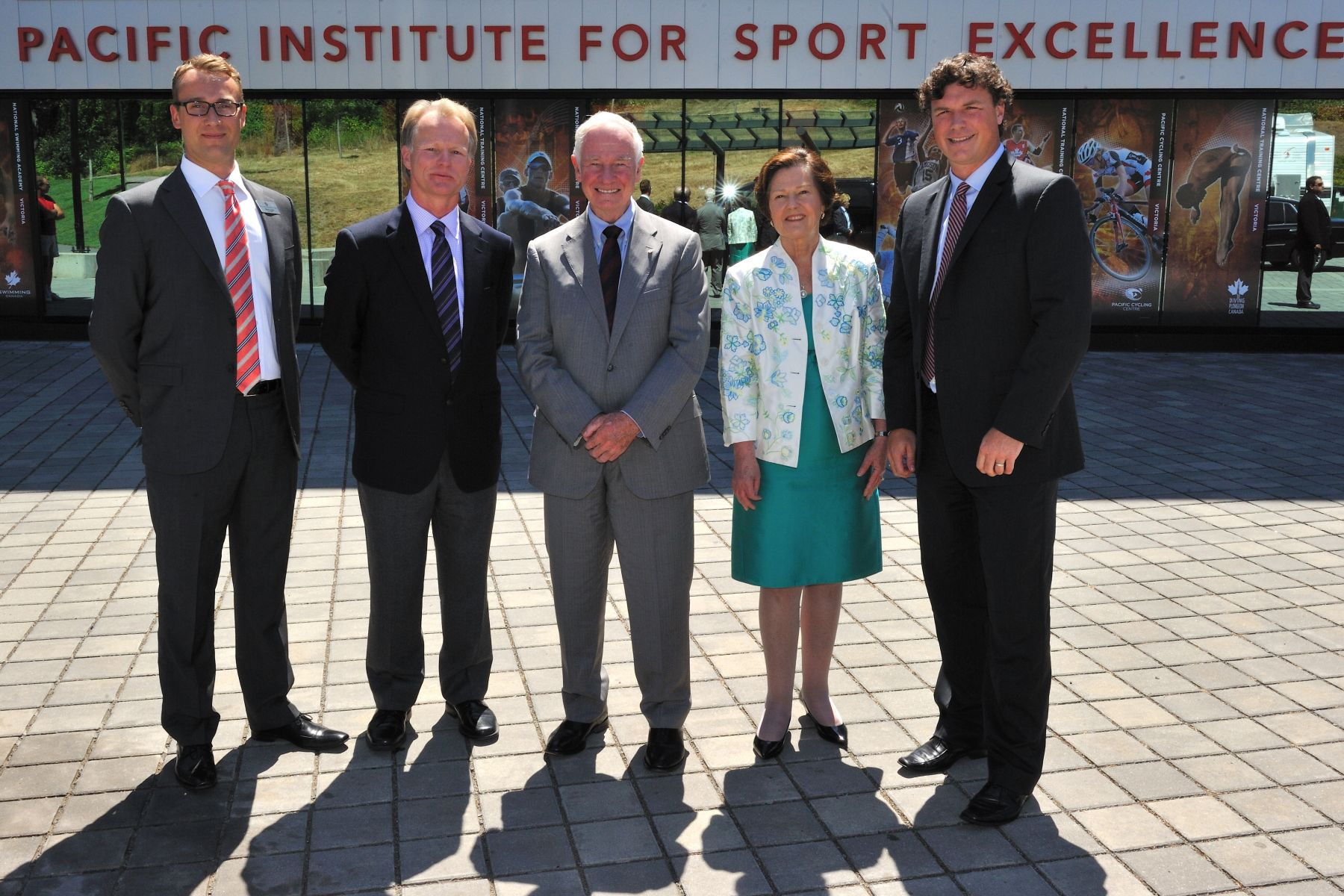 As patron of the Community Foundations of Canada, the Governor General attended the launch of the Victoria Foundation's Smart & Caring Community Fund. Upon his arrival, His Excellency was met by (from left to right) Mr. Mark Litwin, Mr. Robert Bettauer, CEO of the Pacific Institute of Sport Excellency, Ms. Sandra Richardson, CEO of the Victoria Foundation, and Mr. Ian Bird, President and CEO of Community Fondations of Canada.