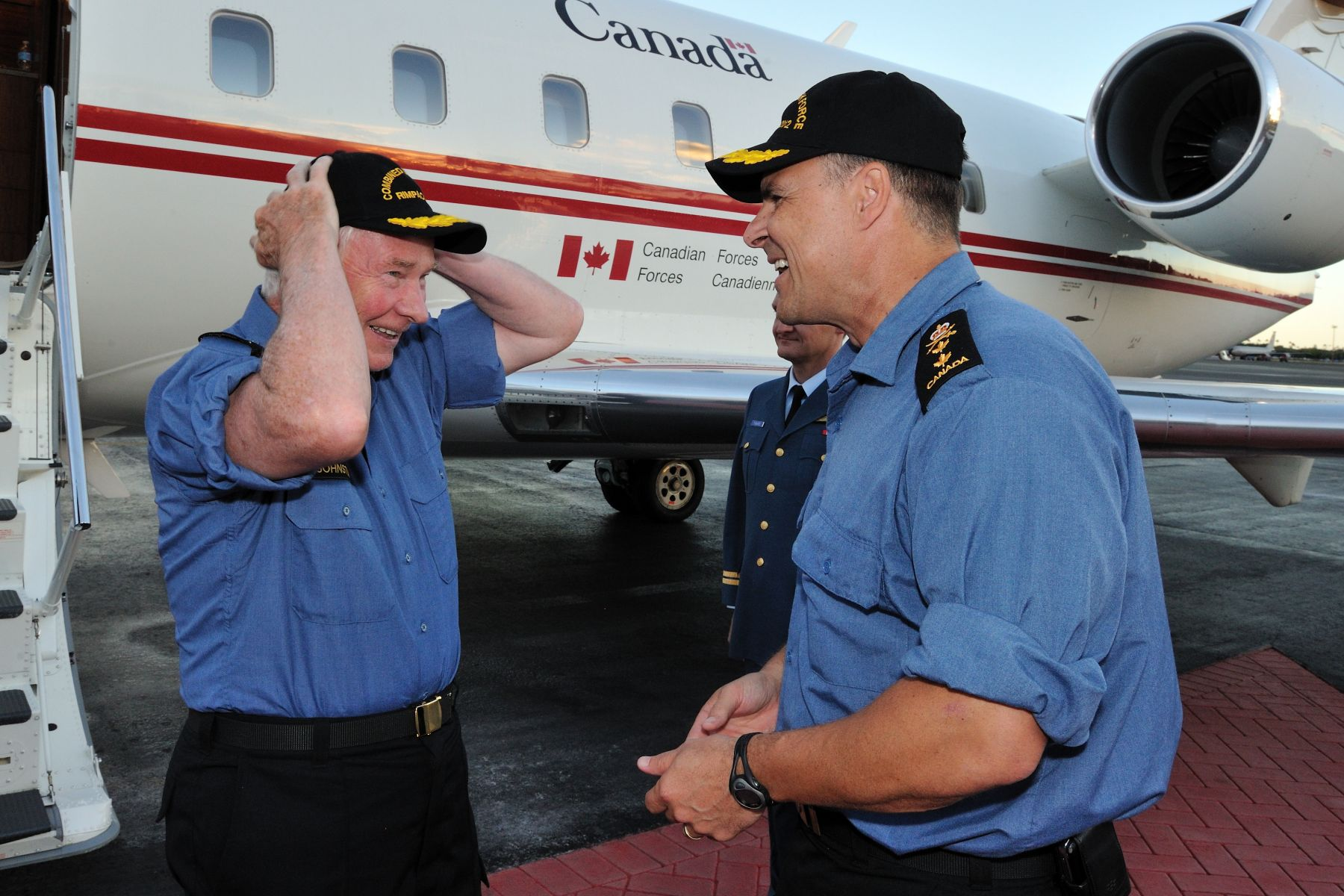The Governor General and Commander-in-Chief of Canada visited Canadian Forces members operating in Hawaii and the Pacific Ocean during the Rim of the Pacific (RIMPAC) 2012 joint and combined multinational force exercise. On arrival at Joint Base Pearl Harbor – Hickam on July 19, he was welcomed by Rear-Admiral Ron Lloyd, Deputy Commander Combined Task Force.