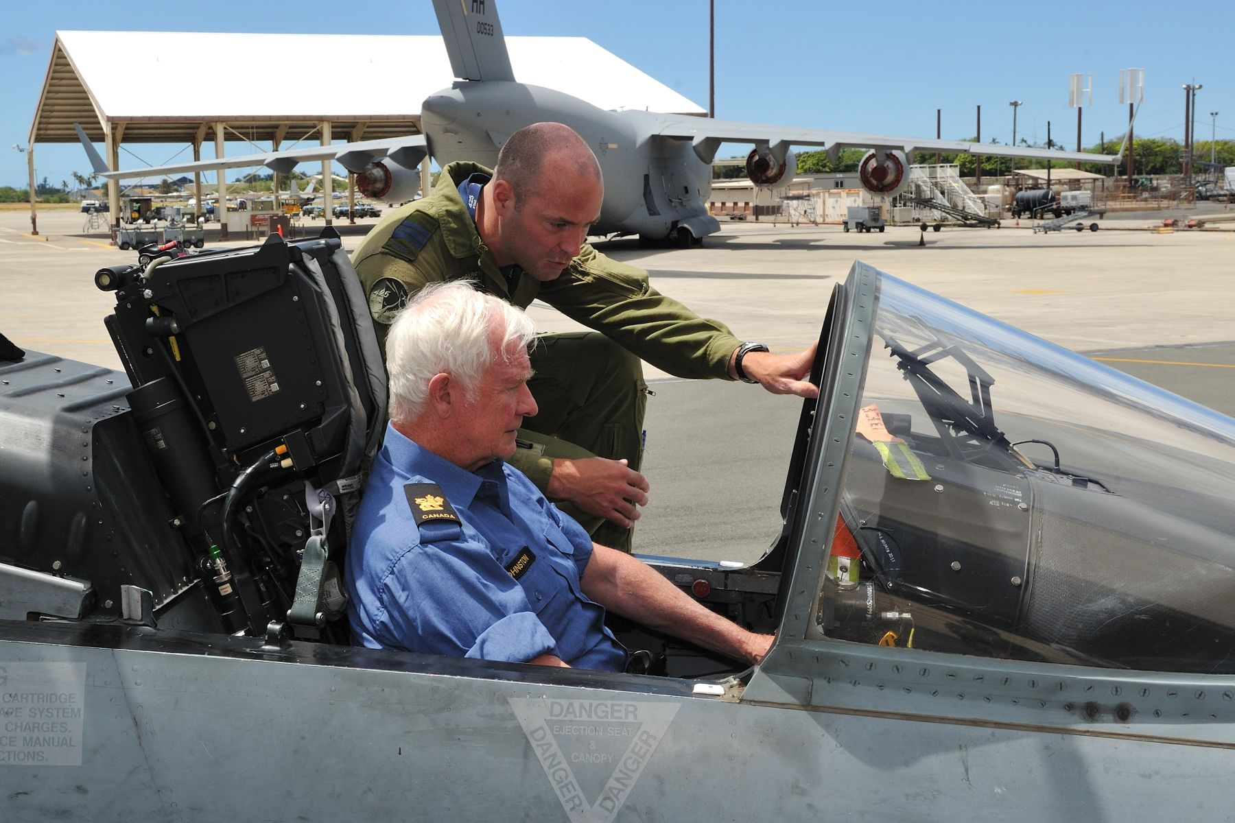 During his visit, His Excellency met with 425 Tactical Fighter Squadron crew, based in Bagotville, Quebec, and deployed for the RIMPAC 2012 exercice. Lieutenant-Colonel Darcy Molstad gave him a tour of the cockpit of a CF-18 Hornet.