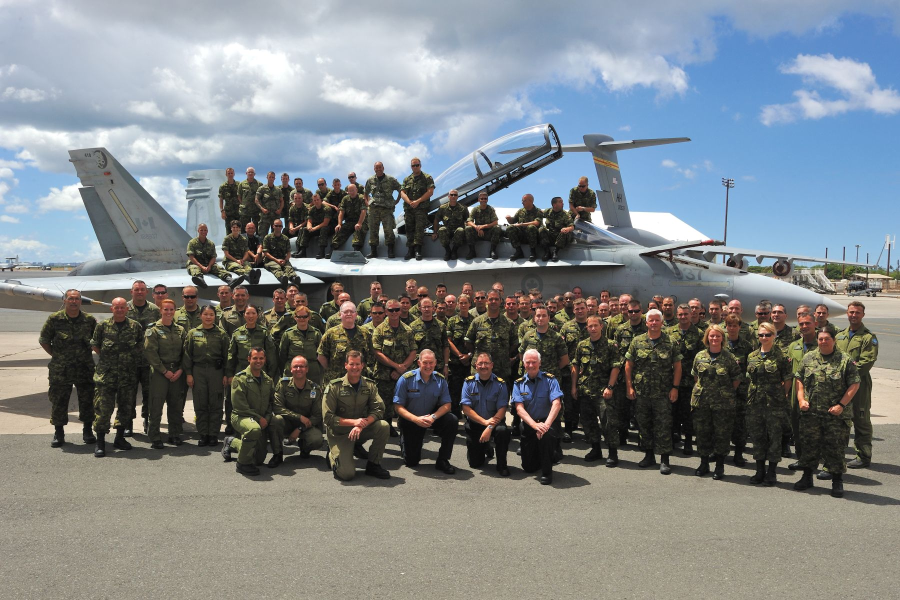 His Excellency and the Chief of the Defence Staff are pictured with the 425 Tactical Fighter Squadron.