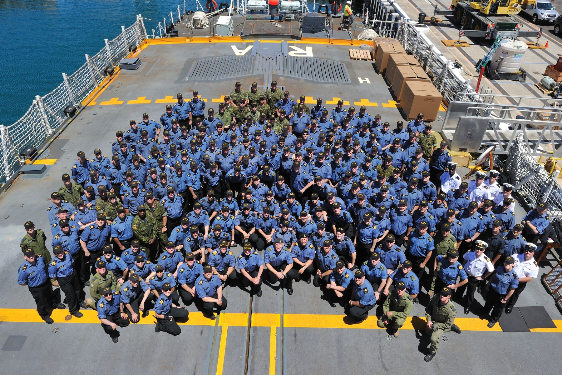 His Excellency and the Chief of the Defence Staff are pictured with the crew of HMCS Regina.