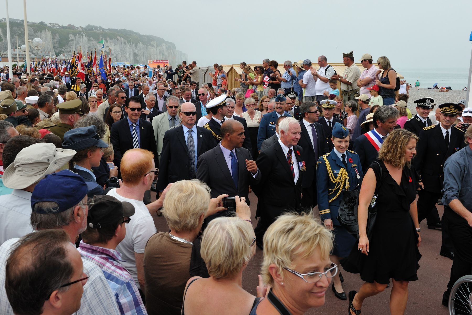 Thanks to the beautiful weather in Dieppe, following the ceremony, hundreds of people where there to witness the solemn parade along the beach.