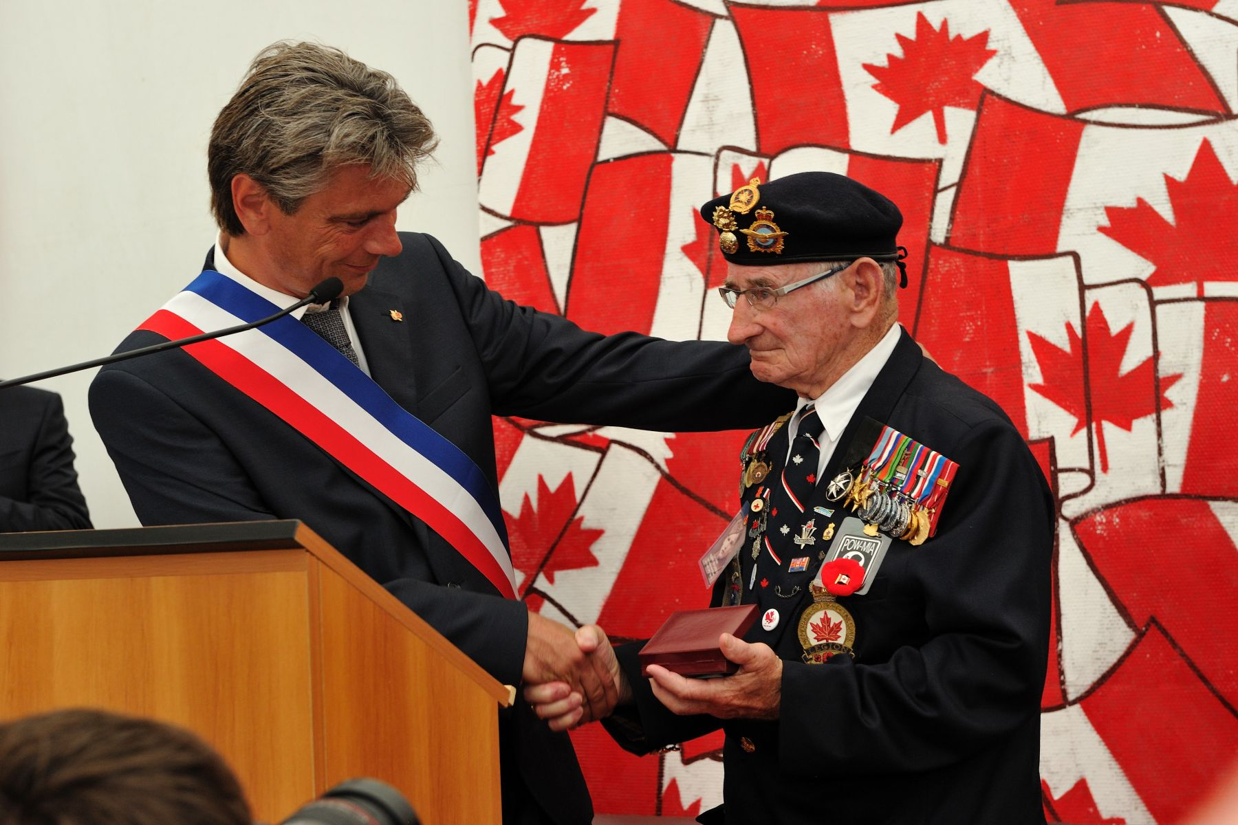 During a reception hosted by the City of Dieppe, the Mayor, Mr. Sébastien Jumel, presented a medal of honour to Mr. Jacques Nadeau, a Canadian veteran of the Dieppe Raid.