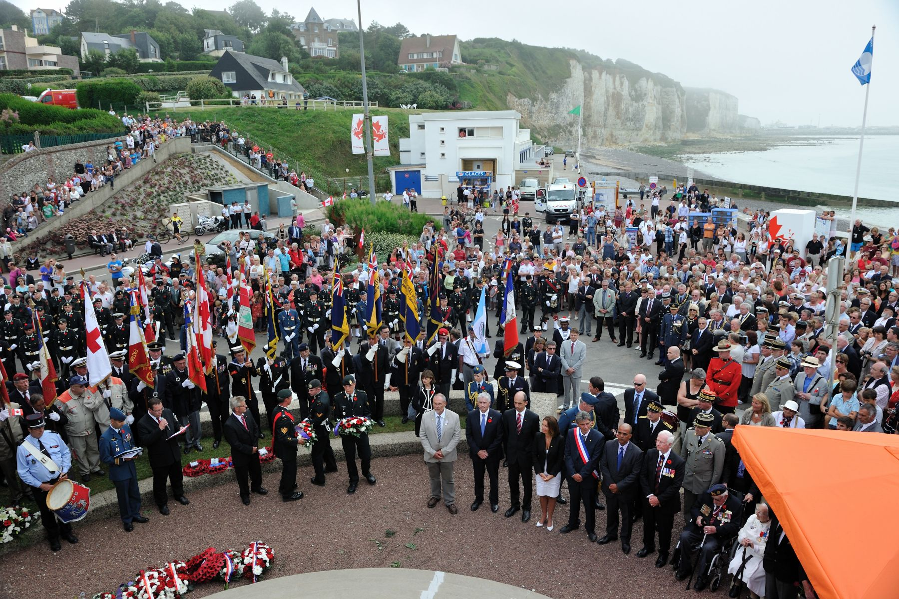 The Governor General laid a wreath at the Royal Regiment of Canada Monument on behalf of Canadians during a ceremony organized by the City of Dieppe to mark the 70th anniversary of the Raid. The Royal Regiment of Canada sustained the heaviest losses in a single day of any other regiment during the Second World War.