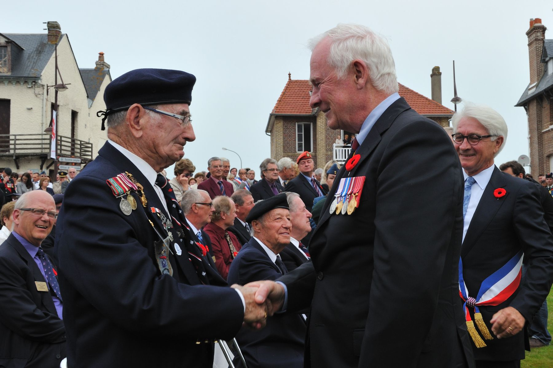 Following the ceremony at the Pourville Memorial, the Governor General shook hands with Mr. Jacques Nadeau, a Canadian veteran of the Dieppe Raid.
