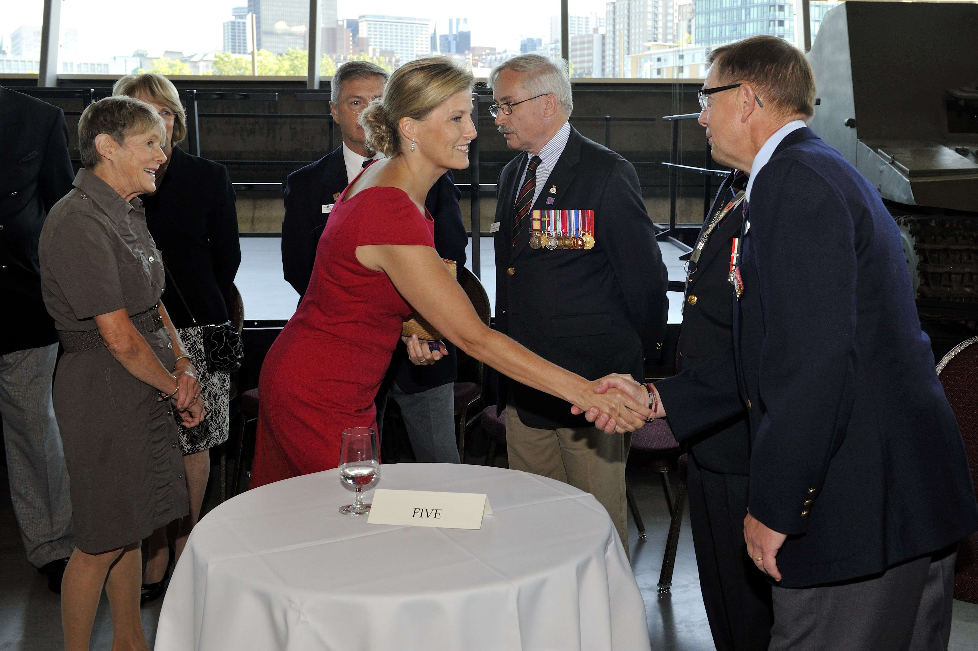 After the tour, Her Excellency and Her Royal Highness met with veterans.