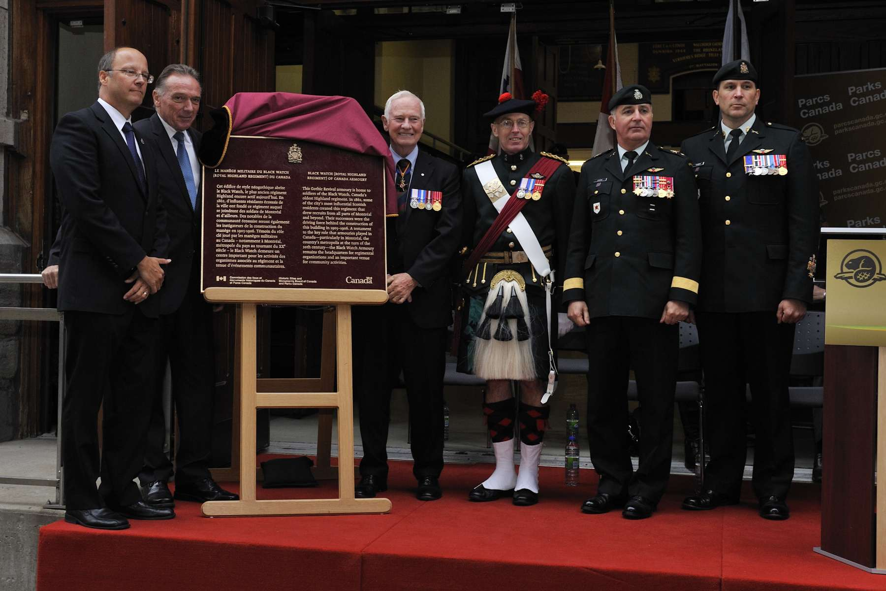 Joined by the Honourable Peter Kent, Canada's Environment Minister and Minister responsible for Parks Canada (left), and in the presence of the Regiment's members and their families, the Governor General unveiled the plaque.