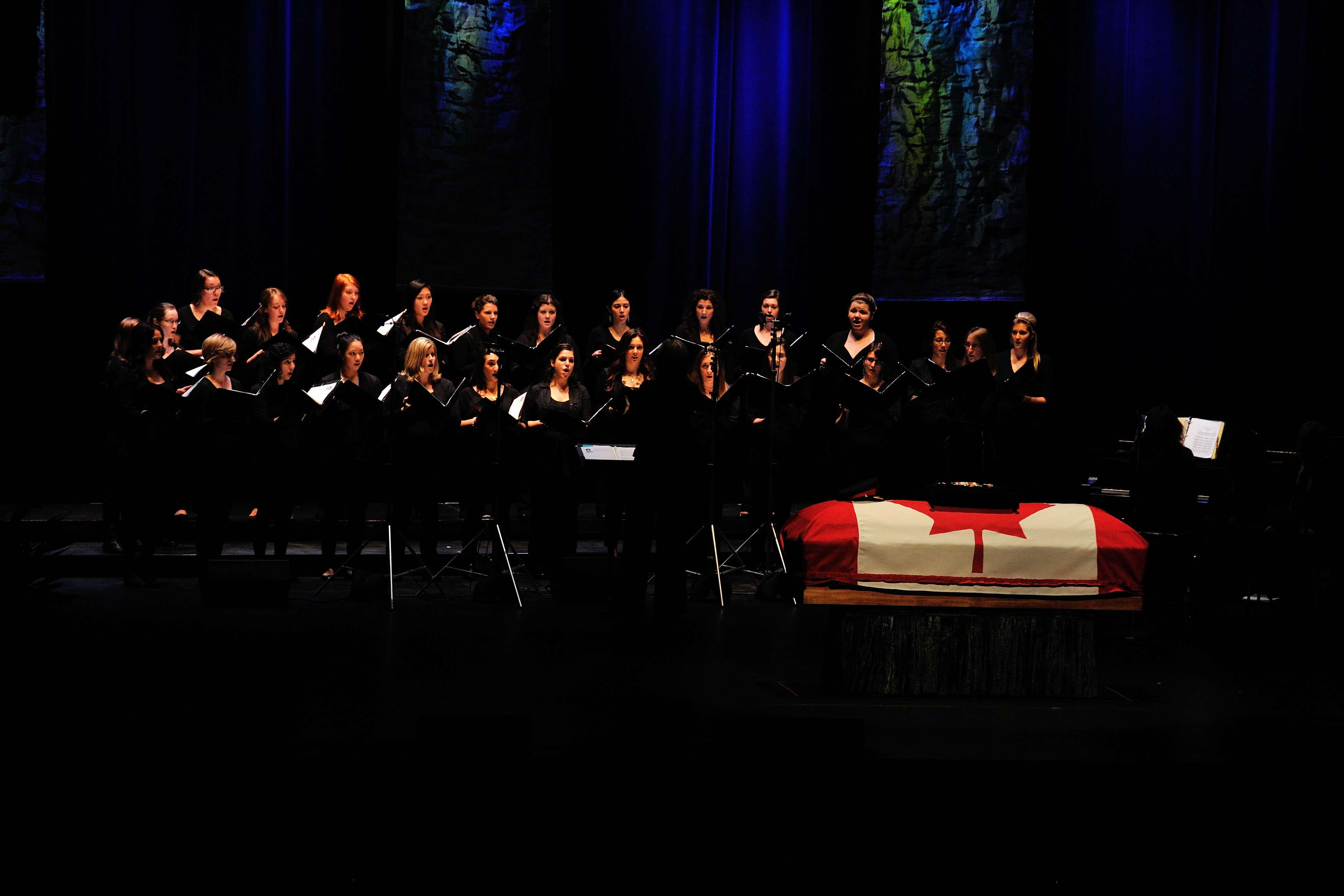 Their Excellencies attended the State funeral for the Honourable Lincoln Alexander, former Lieutenant Governor of Ontario. The ceremony included songs interpreted by a choir.
