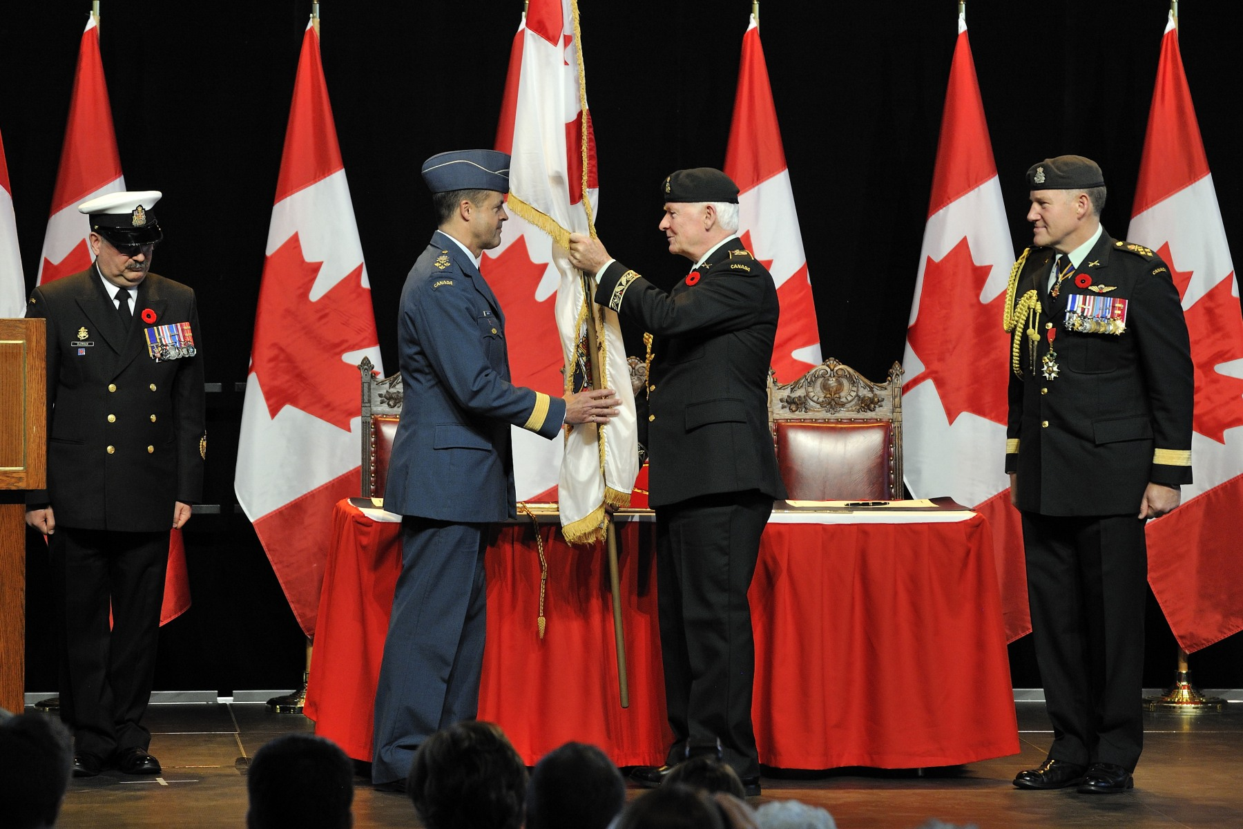 General Natynczyk transferred the Canadian Forces ensign to the Governor General, who then presented it to General Lawson.