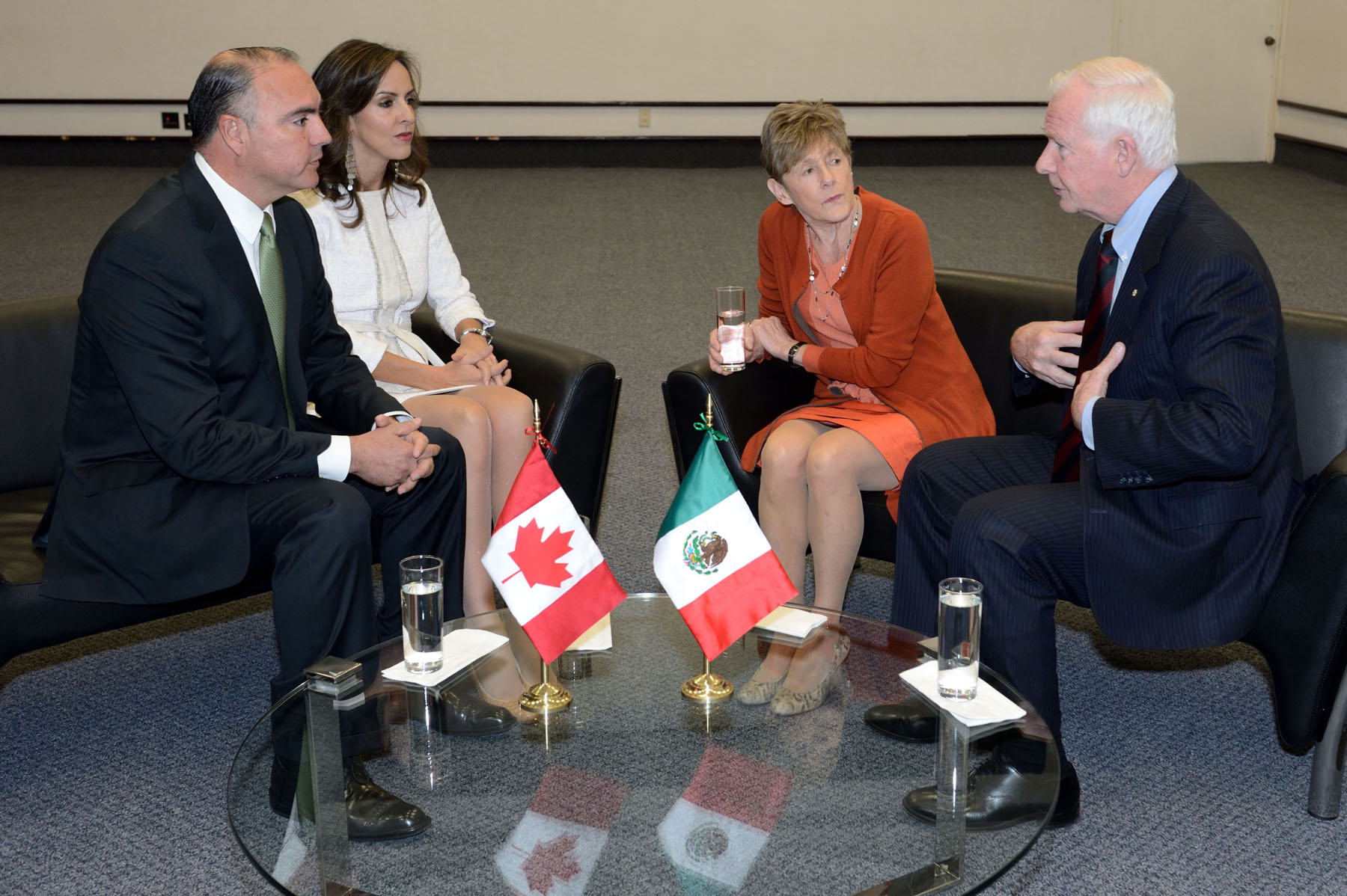 At the request of the Right Honourable Stephen Harper, Prime Minister of Canada, the Governor General undertook a visit to Mexico, from November 30 until December 2. Their first stop was Querétaro. They met with Mr. Jose E. Calzada Rovirosa, Governor of Querétaro, and his spouse Mrs. Sandra Albarran de Calzada.