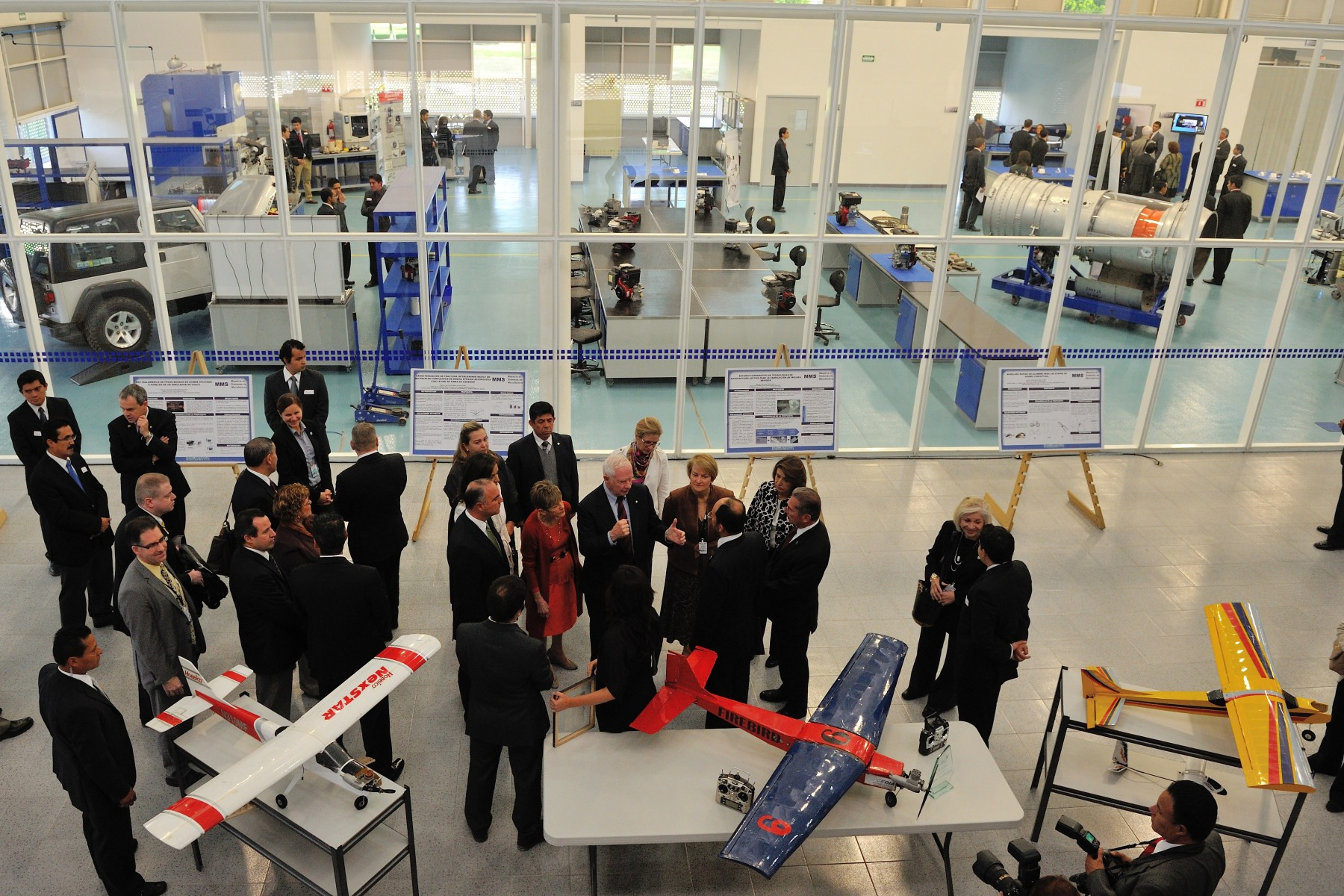 Their Excellencies and the delegation visited the Center for Innovation in Advanced Manufacturing (CIMA) at Tec de Monterrey, located in Querétaro.