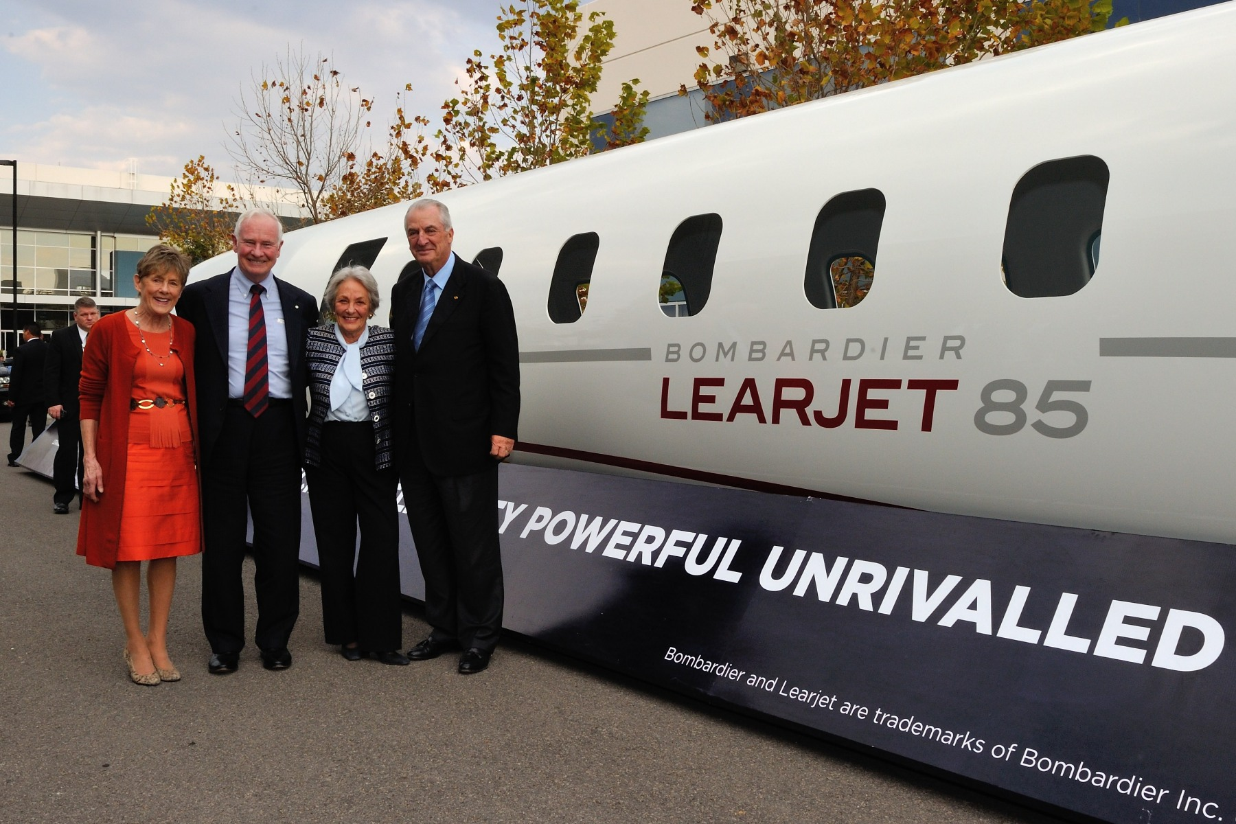 The Querétaro manufacturing facility is responsible for the fabrication of the Learjet 85 aircraft's major composite structures, including fuselage lay-up and sub-system installation; wiring harness fabrication and installation; wing assembly; and horizontal and vertical stabilizer assemblies. The Governor General and his spouse are seen here with Mr. Laurent Beaudoin and his spouse.