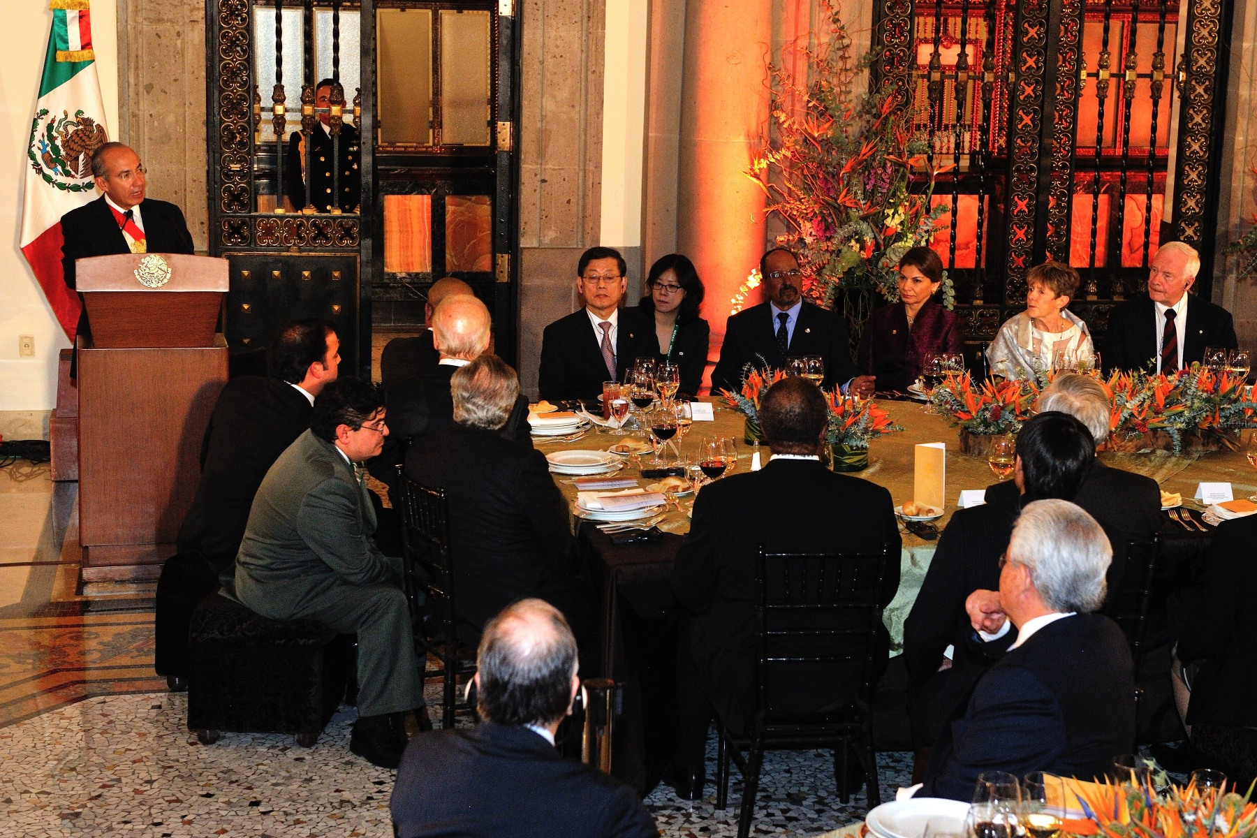Their Excellencies represented Canada at a dinner given by the outgoing president of Mexico, Felipe Calderón Hinojosa.