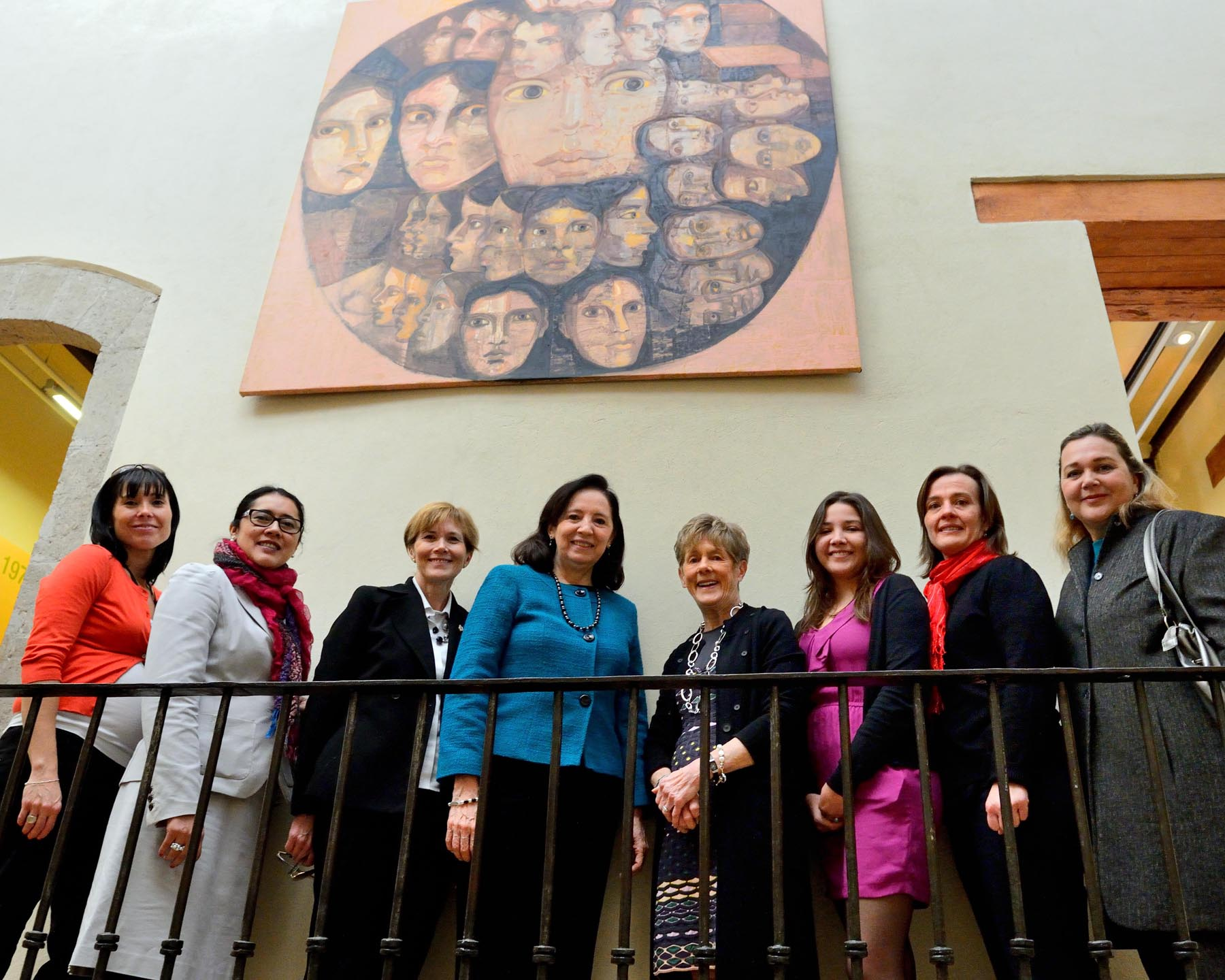 During the visit, Her Excellency insisted on having all the women accompanying her gather for a photo.