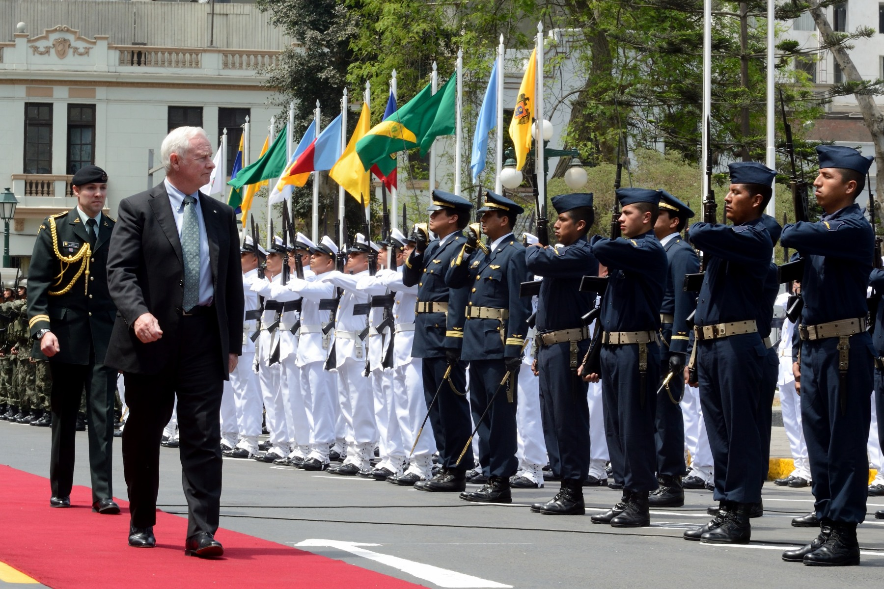 During his visit to Lima, His Excellency the Right Honourable David Johnston, Governor General of Canada, met with His Excellency Victor Isla Rojas, President of the Congress of the Republic of Peru. The Governor General conducted the inspection of the guard of honour.