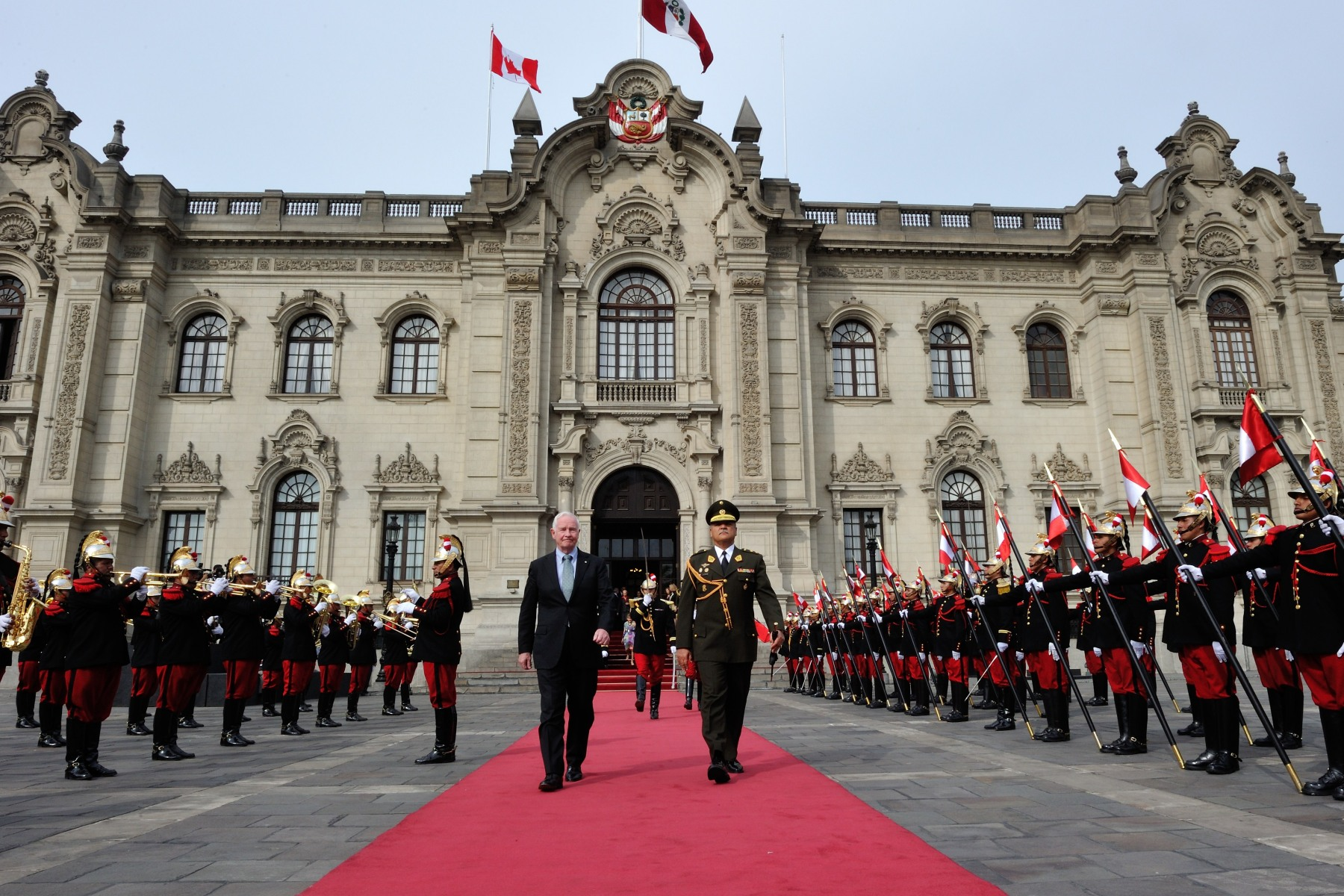 Later that morning, Their Excellencies were officially welcomed by His Excellency Ollanta Humala, President of the Republic of Peru, and Her Excellency Nadine Heredia, First Lady of Peru.