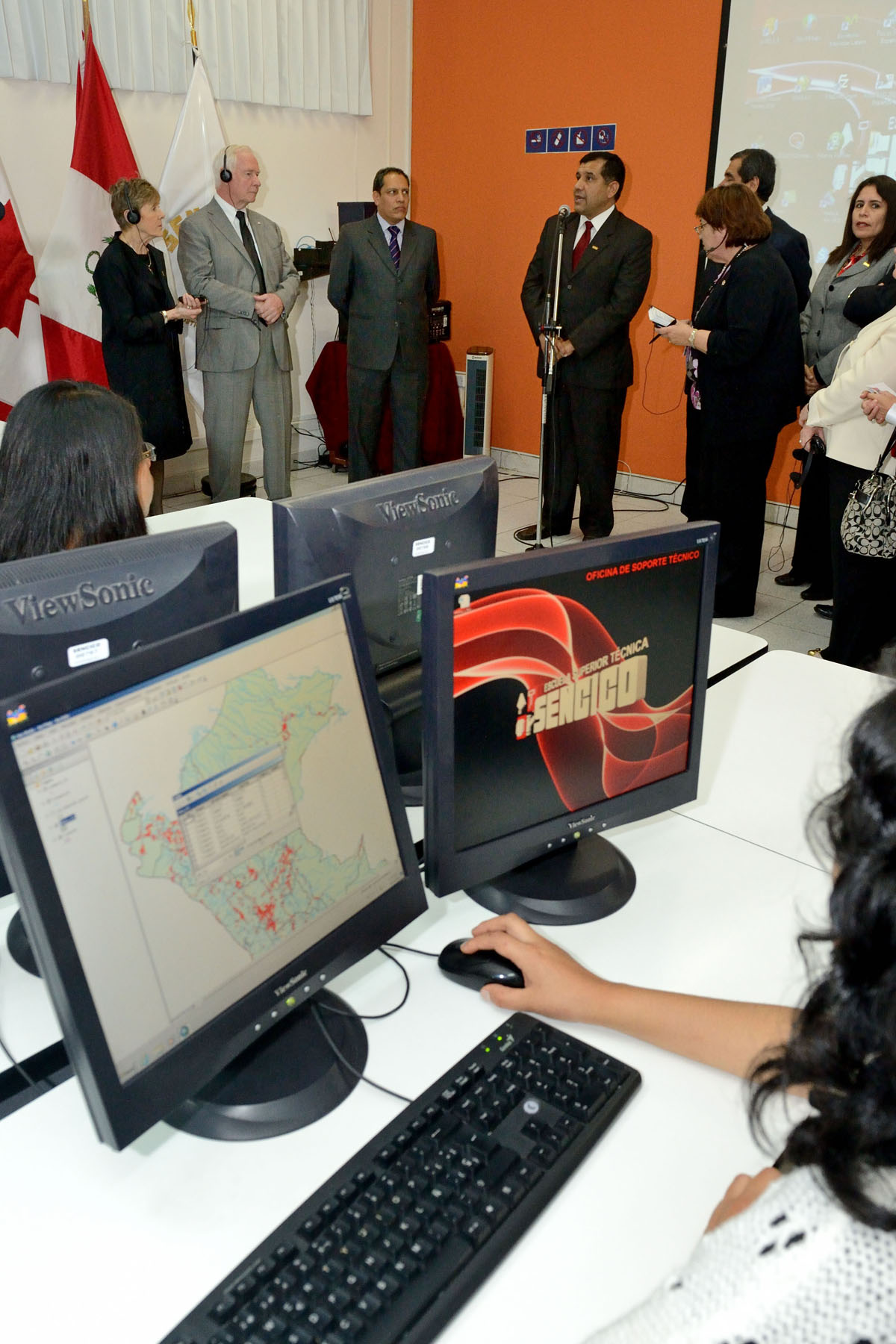 His Excellency learned how Canadian geomatics technology and knowledge was transferred to the Peruvian technical school through an alliance with the Cégep de Limoilou, in Québec, and with the support of CIDA via the Association of Canadian Community Colleges.
