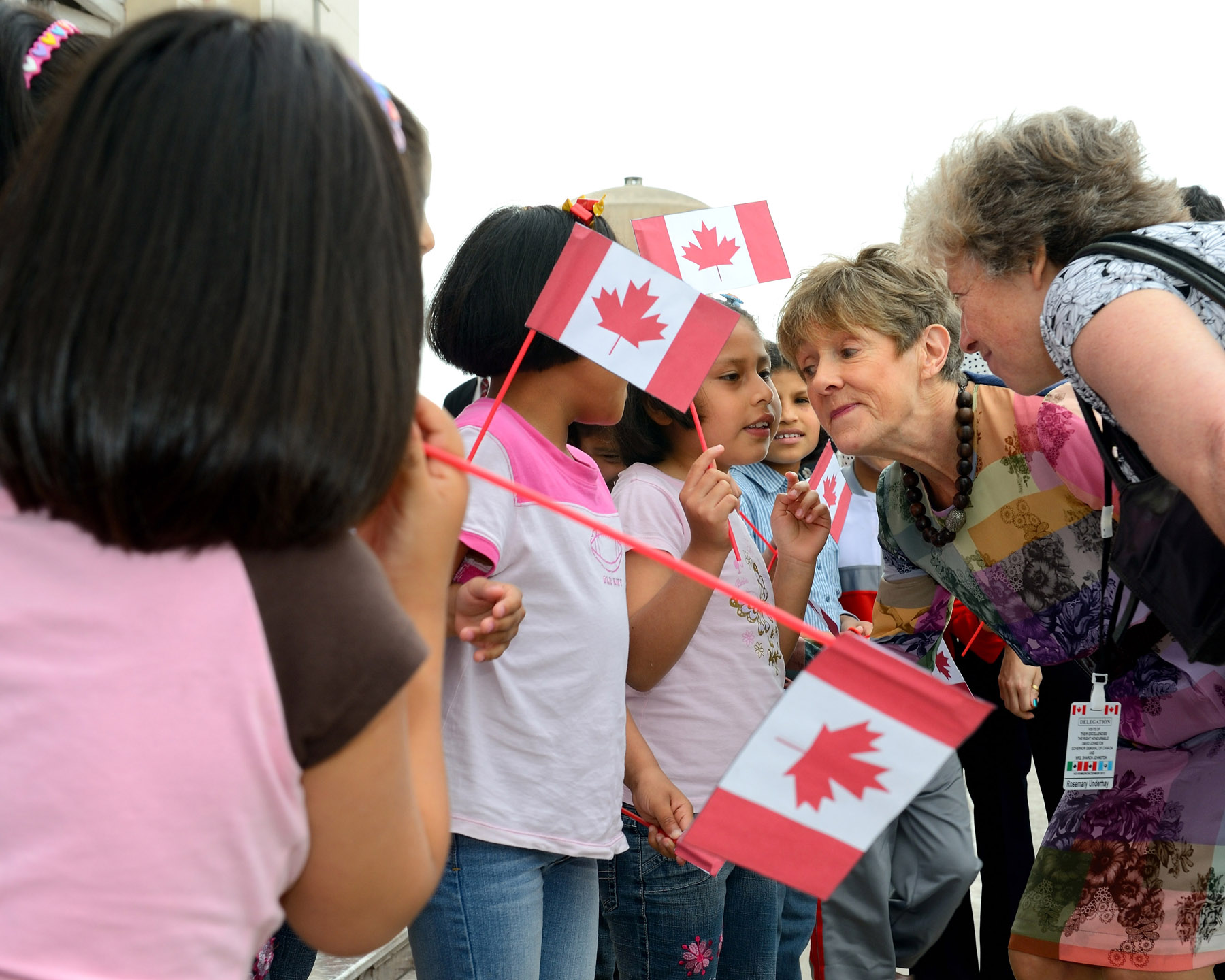 Her Excellency Mrs. Sharon Johnston visited the orphanage Puericultorio Perez Aranibar, the biggest one in Peru. Upon her arrival, she was greeted by smiling children waiving Canadian flags.