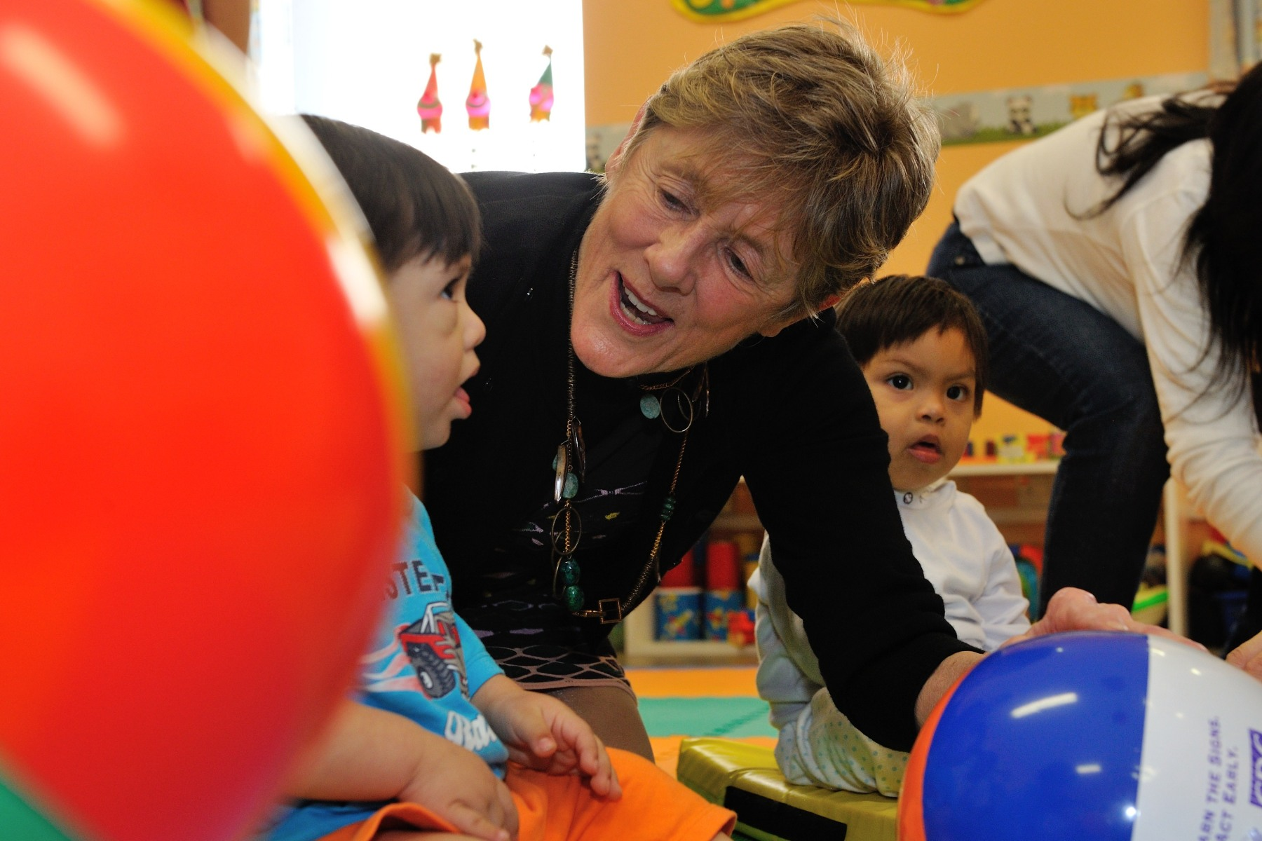Her Excellency also played with children. The centre provides a comprehensive education system that includes programs designed to assist students throughout their lives.