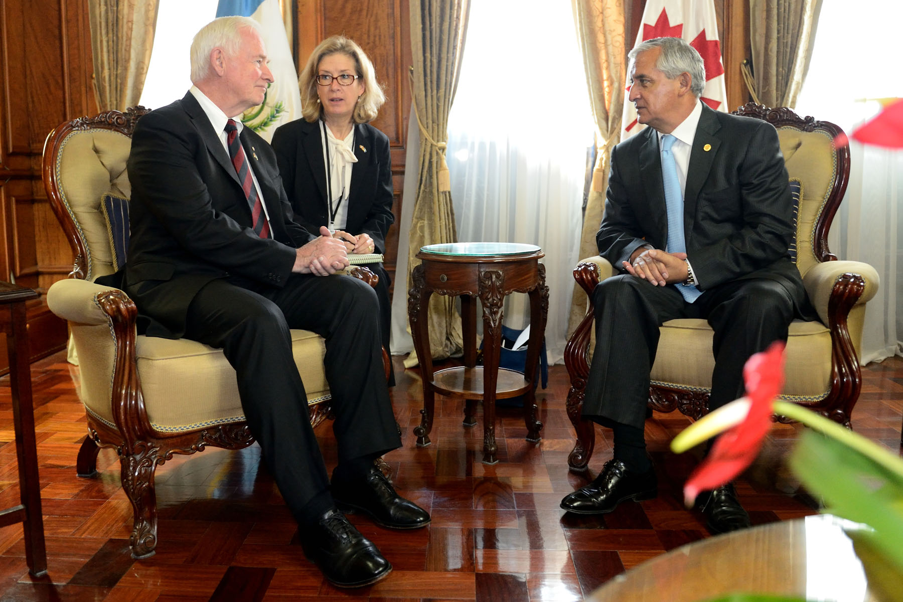 Following the ceremony, the Governor General met with the President of the Republic of Guatemala to discuss Canada's strong links with Guatemala, namely in the areas of justice, security and trade, as well as food security and nutrition.