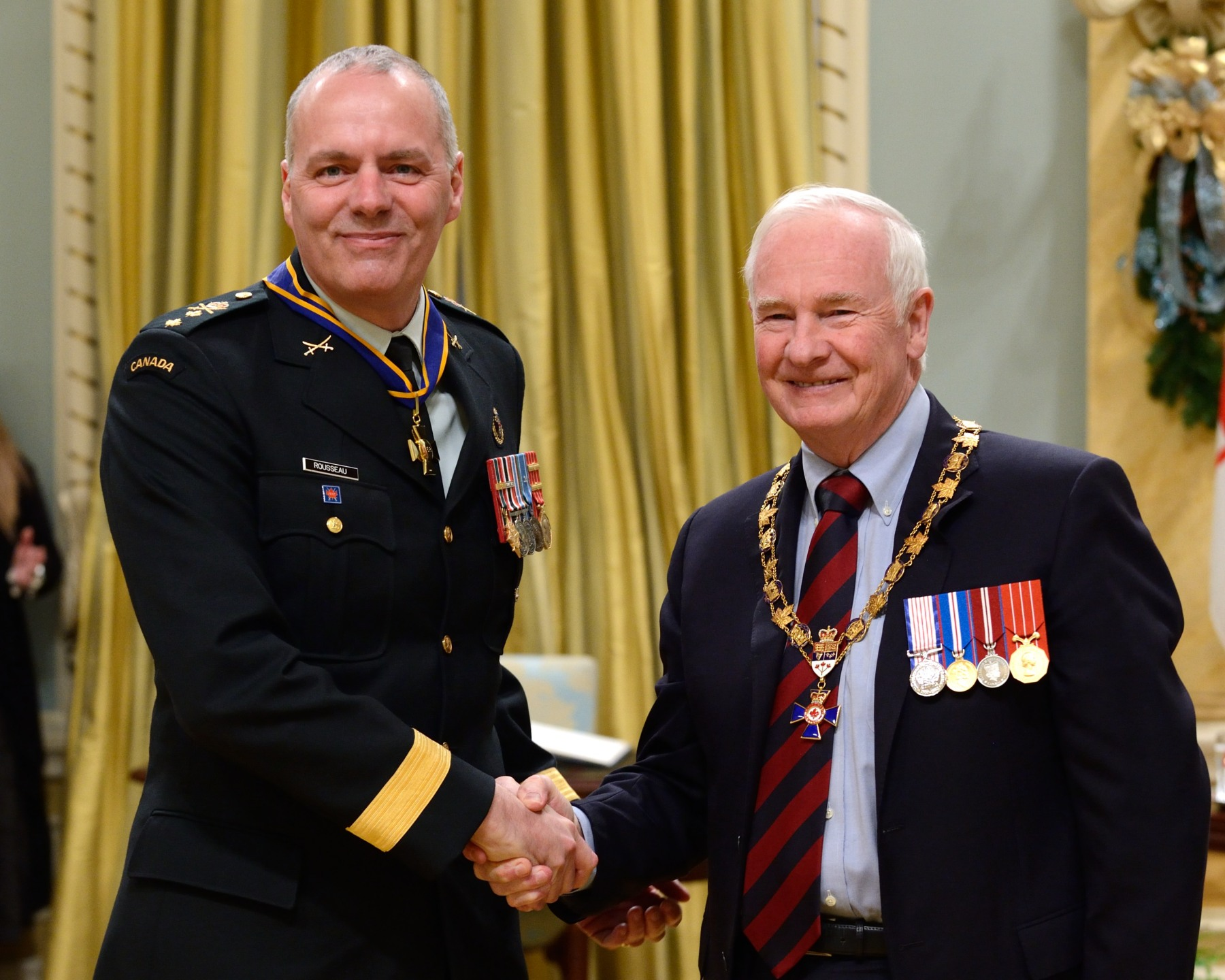 His Excellency presented the Order of Military Merit at the Commander level (C.M.M.) to Major-General Christian Rousseau, C.M.M., C.D., Chief of Defence Intelligence (Ottawa, Ont.).